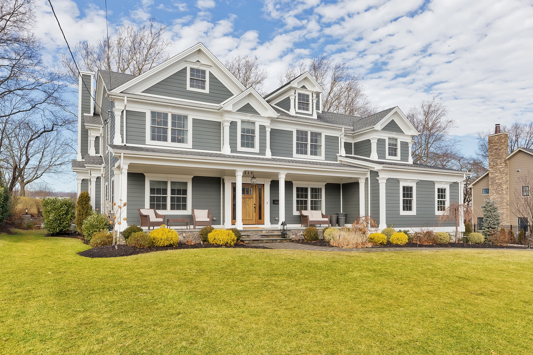 Частный односемейный дом для того Продажа на Live Golf Edge 219 Golf Edge, Westfield, Нью-Джерси 07090 Соединенные Штаты