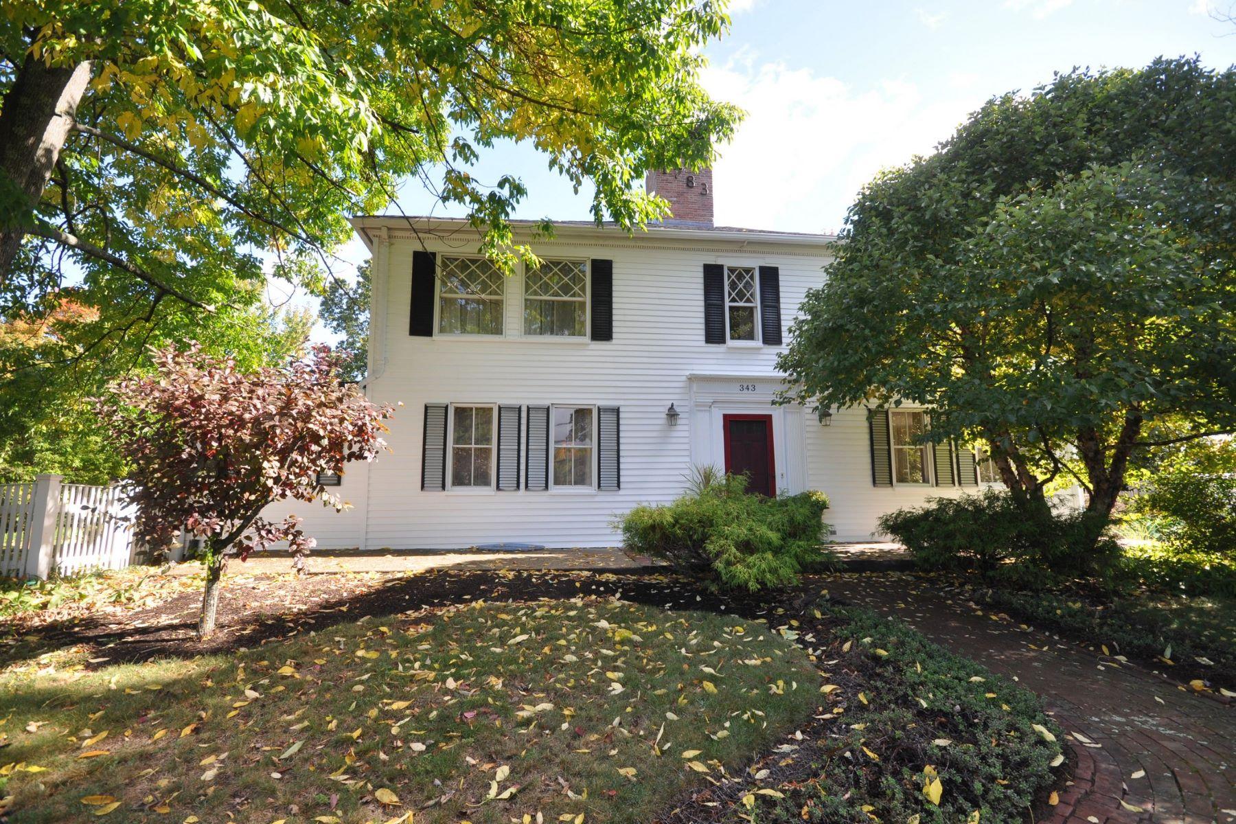 Single Family Homes por un Venta en 343 Pleasant Street Marlborough, Massachusetts 01752 Estados Unidos