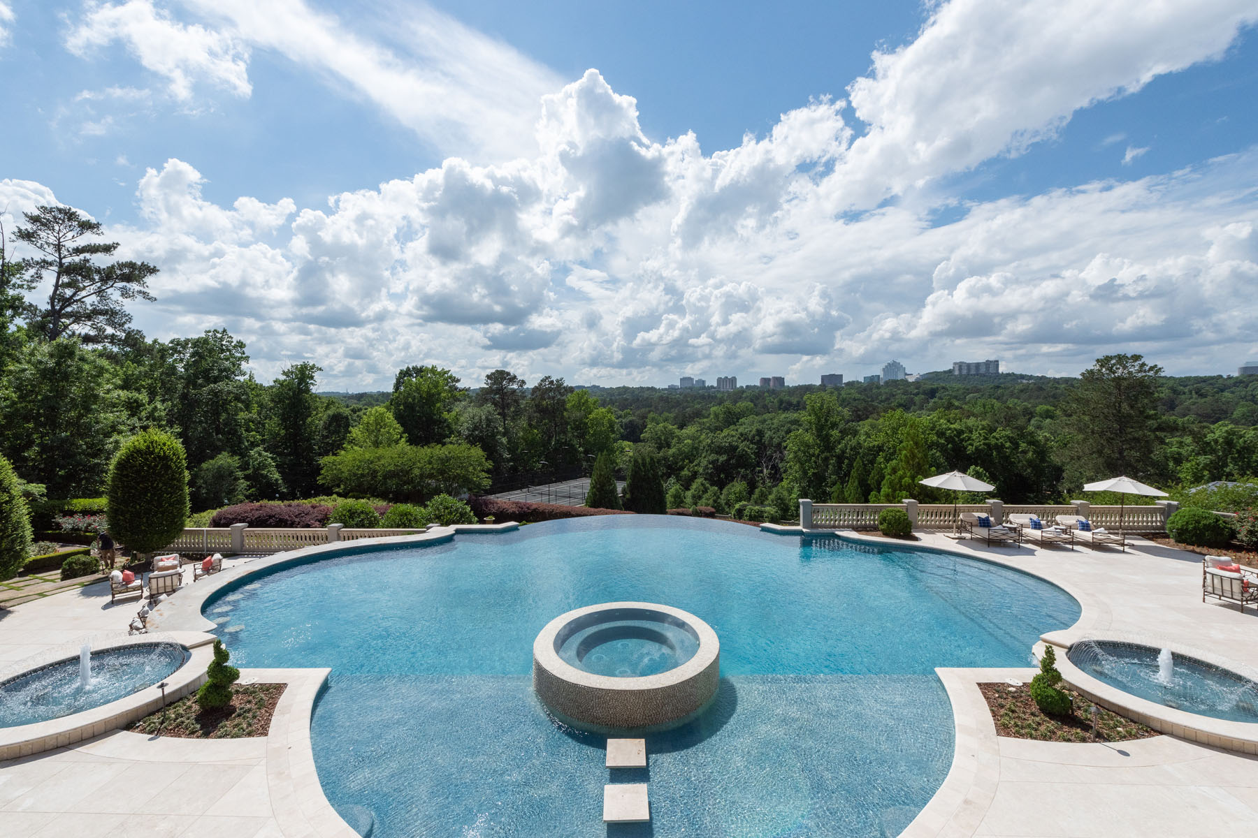 Additional photo for property listing at Atlanta's Most Spectacular Gated Estate Nestled on 17 Parklike Acres 4110 Paces Ferry Road NW Atlanta, Georgia 30327 United States