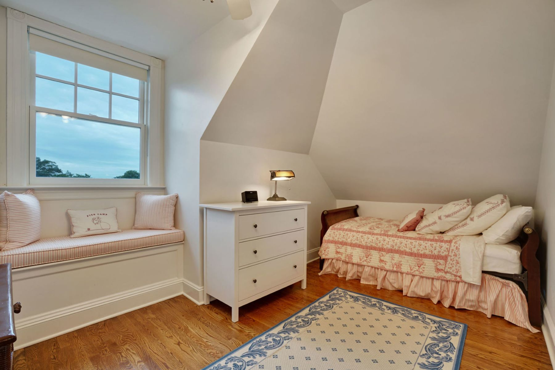 Additional photo for property listing at A True Spring Laker 219 Saint Clair Avenue, 斯普林莱克, 新泽西州 07762 美国