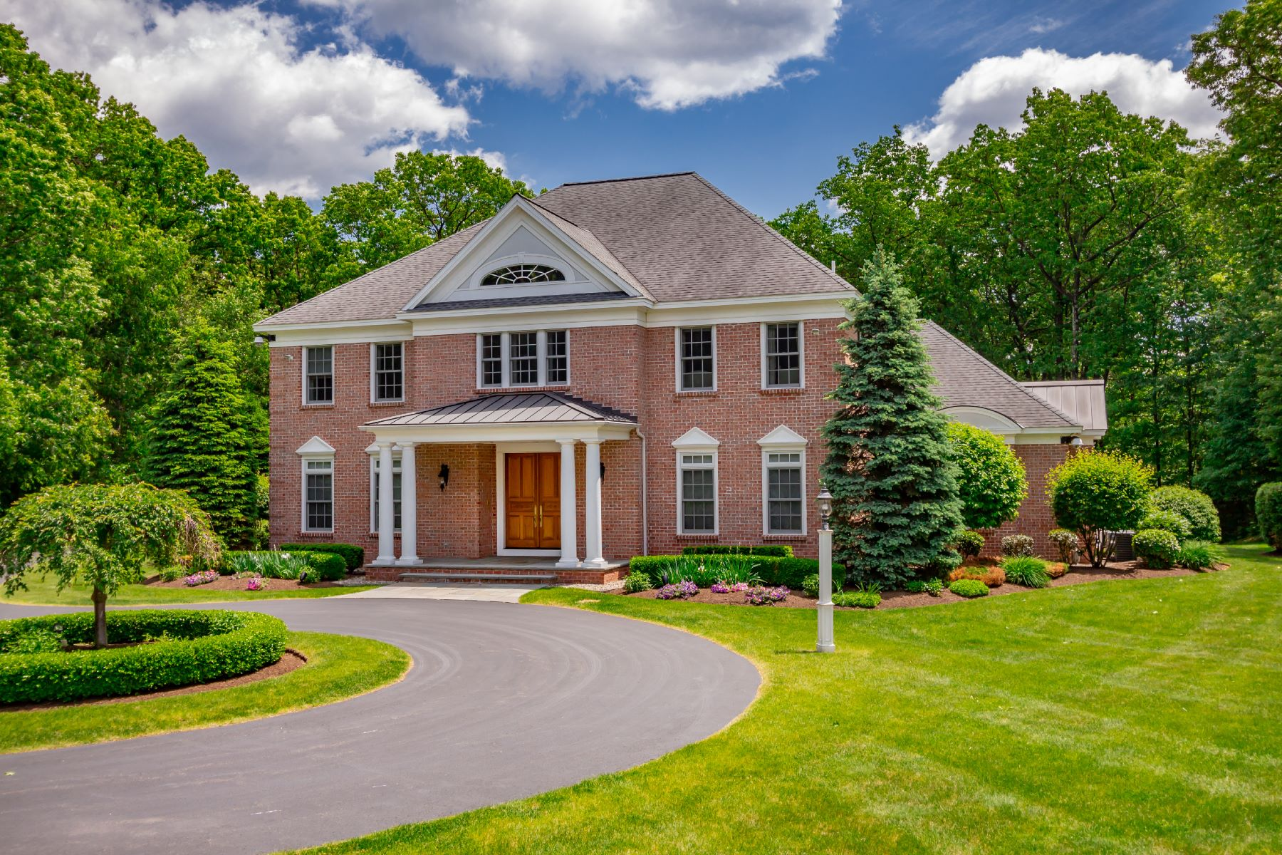 Single Family Homes for Active at Superior 13 Taprobane Loudonville, New York 12211 United States