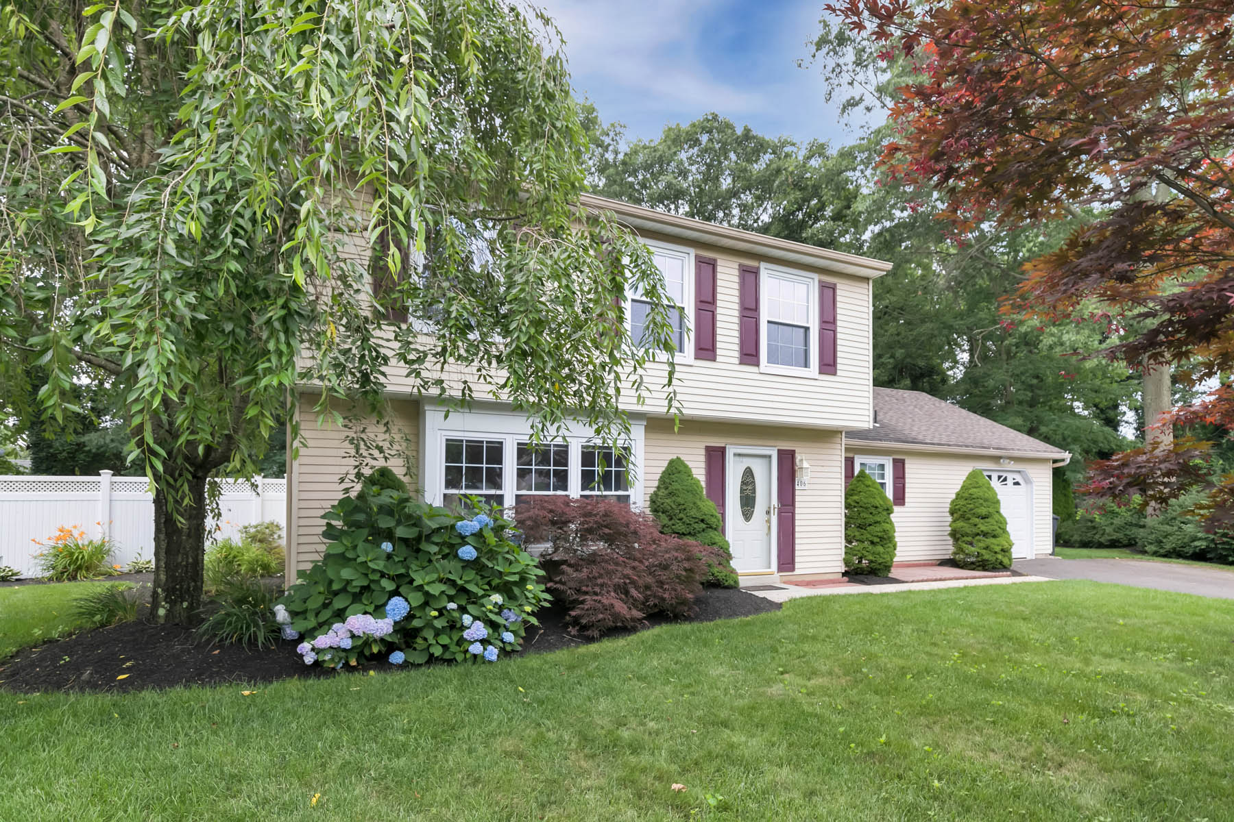 Single Family Homes for Sale at Great Colonial At The End Of The Cul-de-sac 406 Cheyenne Court Toms River, New Jersey 08755 United States