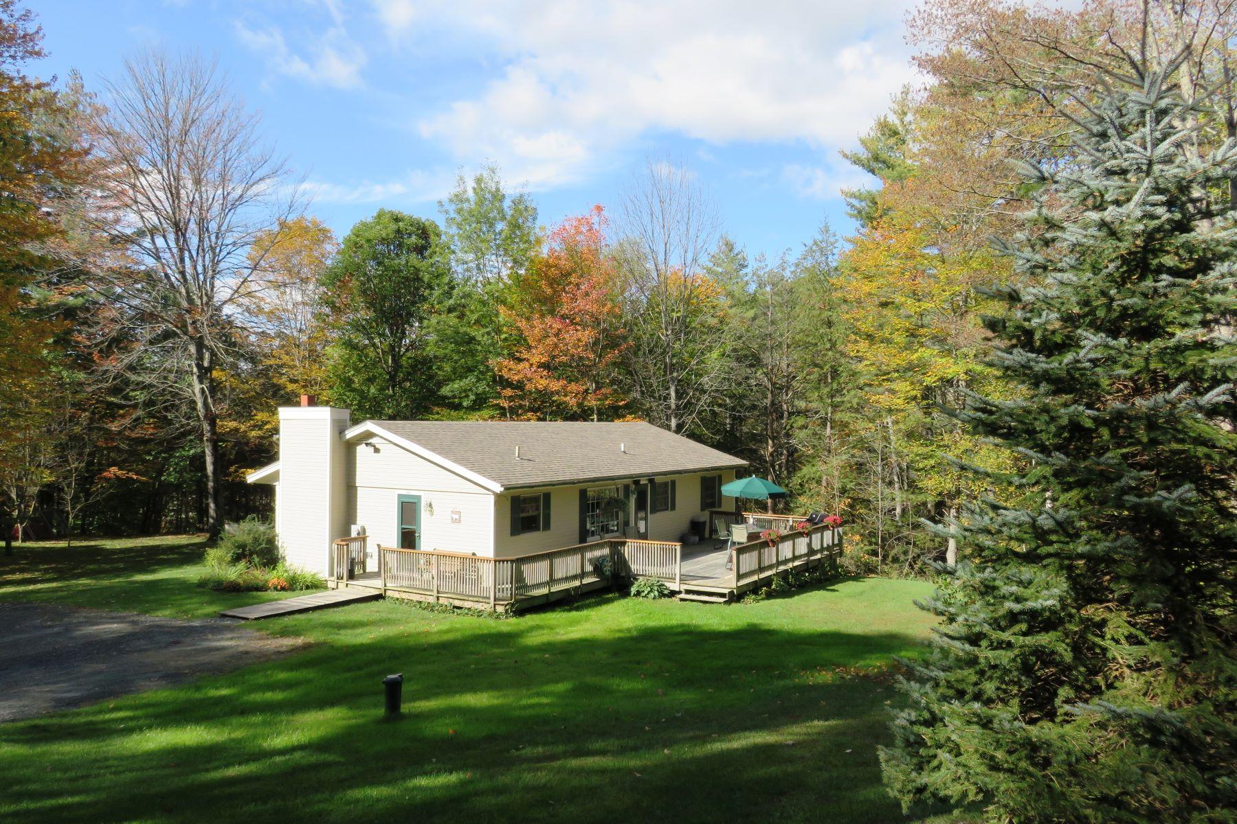 Частный односемейный дом для того Продажа на Three Bedroom Ranch in Hartford 113 Aster Dr, Hartford, Вермонт, 05001 Соединенные Штаты