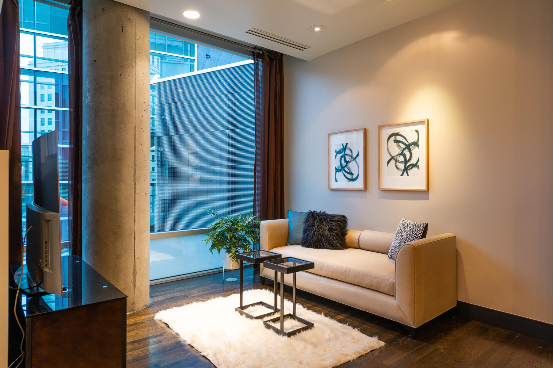 Additional photo for property listing at Stunningly Open, Light, Spacious & Private Corner Unit 1200 Acoma St #401 Denver, Colorado 80204 United States