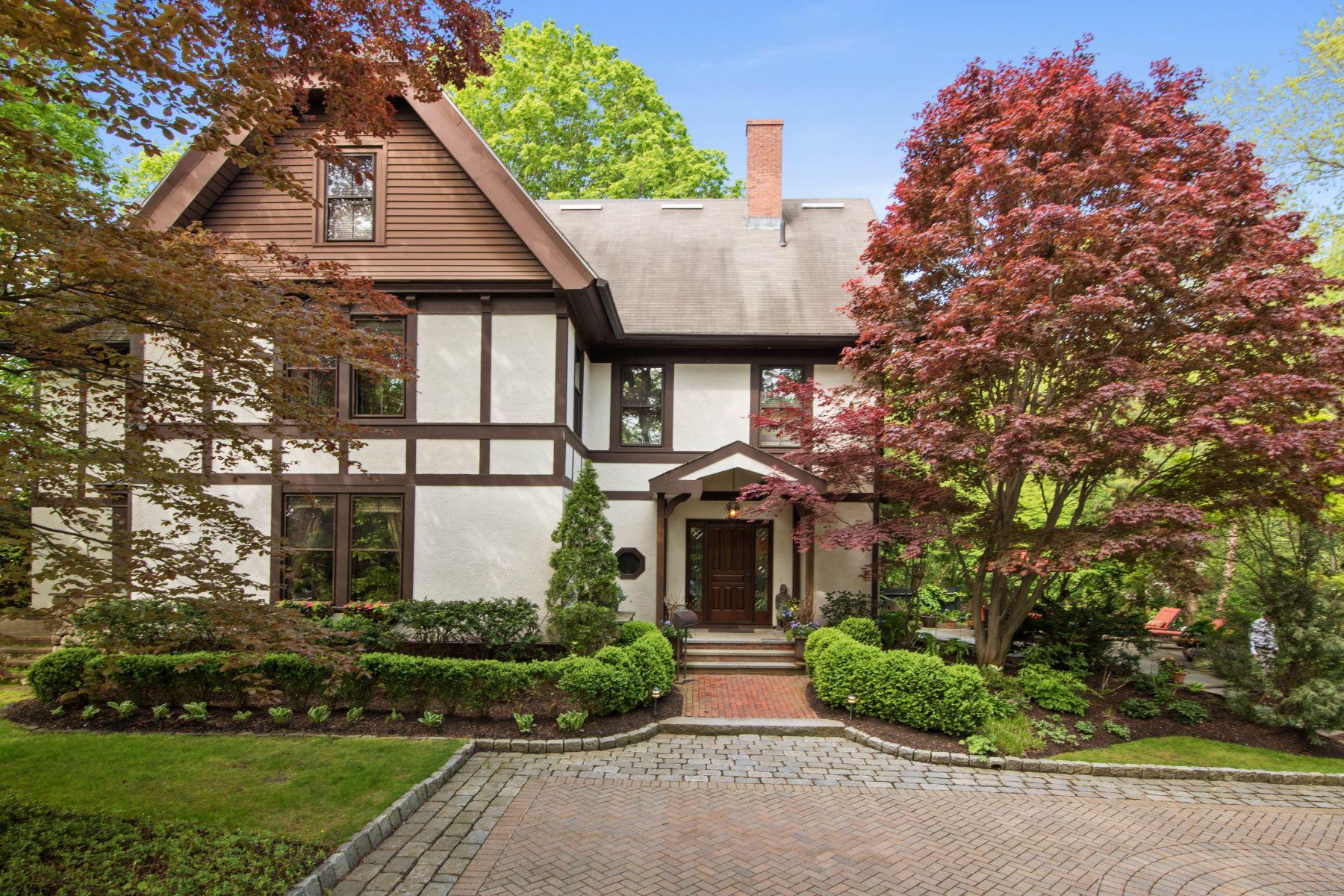 Moradia para Venda às Beautifully Renovated Antique Home - Motivated Seller 535-537 Worcester Street Wellesley, Massachusetts, 02481 Estados Unidos