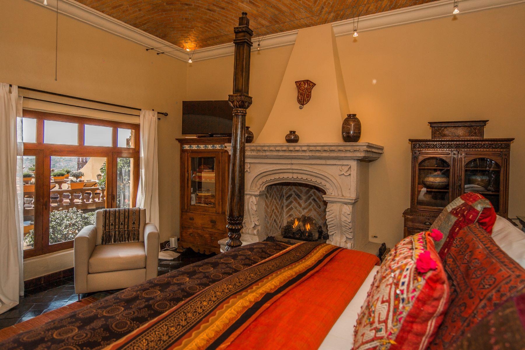 Additional photo for property listing at Casa Barranca Barranca 18 San Miguel De Allende, Guanajuato 37700 Mexico