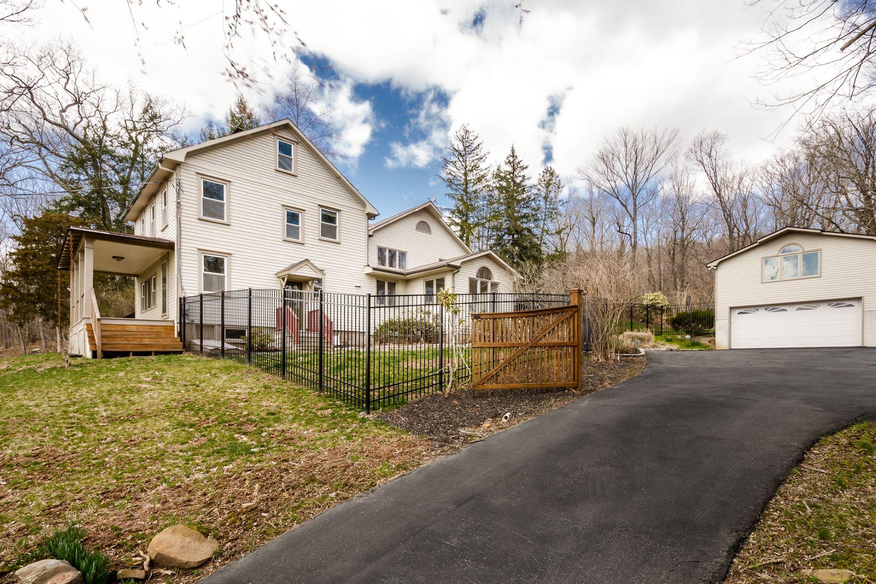 Casa Unifamiliar por un Venta en Panoramic Delaware River Vistas From Hilltop Home 1552 River Road, Titusville, Nueva Jersey 08560 Estados UnidosEn/Alrededor: Hopewell Township