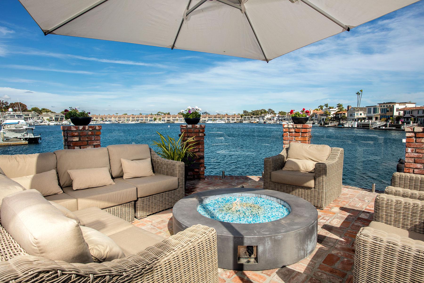 Maison unifamiliale pour l Vente à 16532 Cotuit Huntington Beach, Californie, 92649 États-Unis