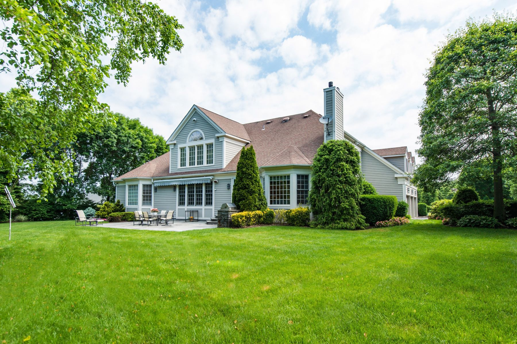 Single Family Home for Sale at 14 Stone Hill North Dr , Manhasset, NY 11030 14 Stone Hill North Dr Manhasset, New York 11030 United States