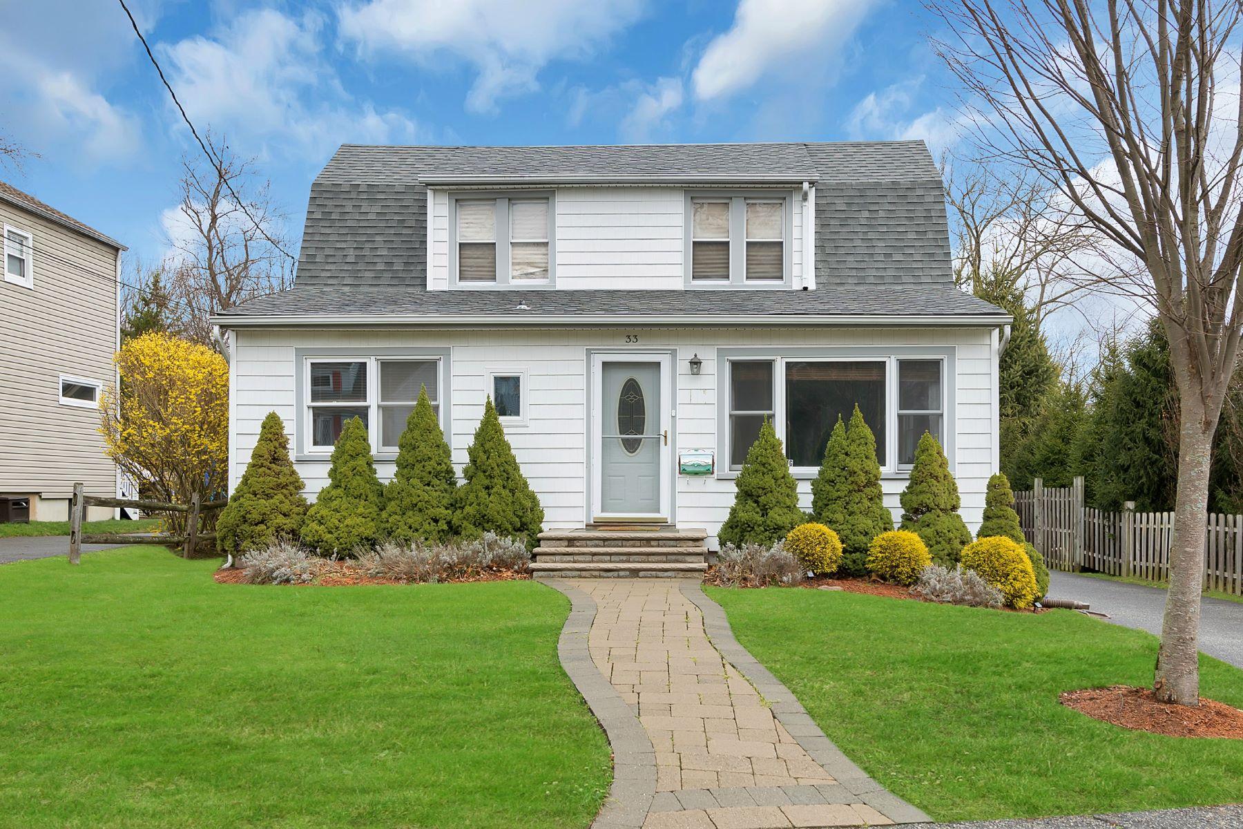 Частный односемейный дом для того Продажа на Updated & Fabulous Closter Home! 33 John Street Closter, Нью-Джерси 07624 Соединенные Штаты