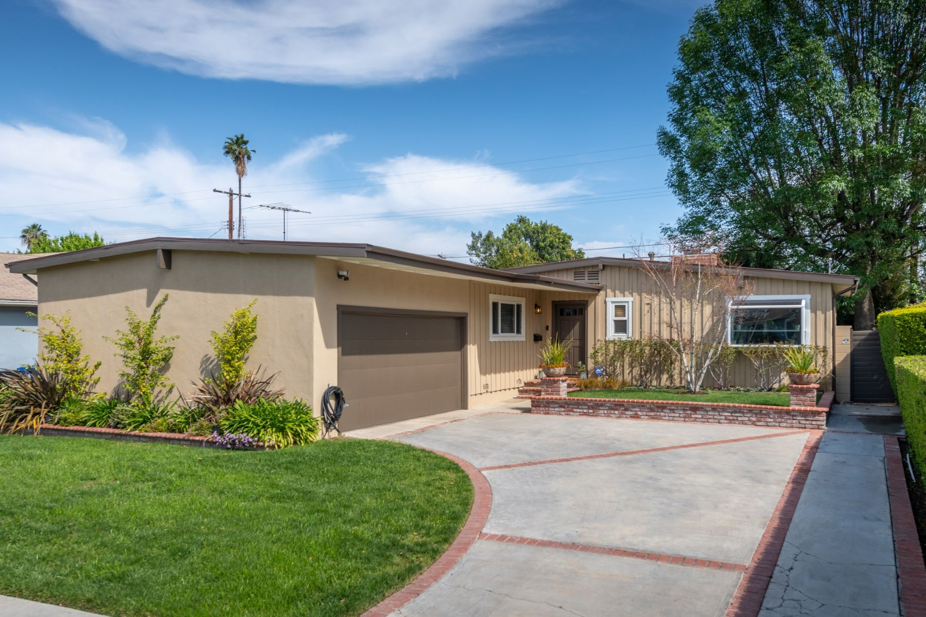 Single Family Homes para Venda às Encino, Califórnia 91316 Estados Unidos