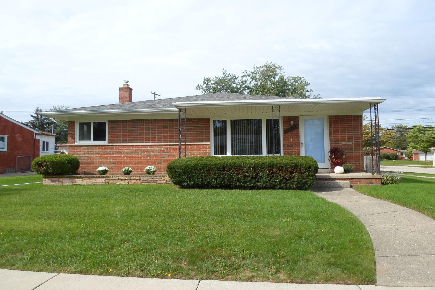 Single Family Homes for Sale at Madison Heights 29243 Sherry Avenue NW Madison Heights, Michigan 48071 United States