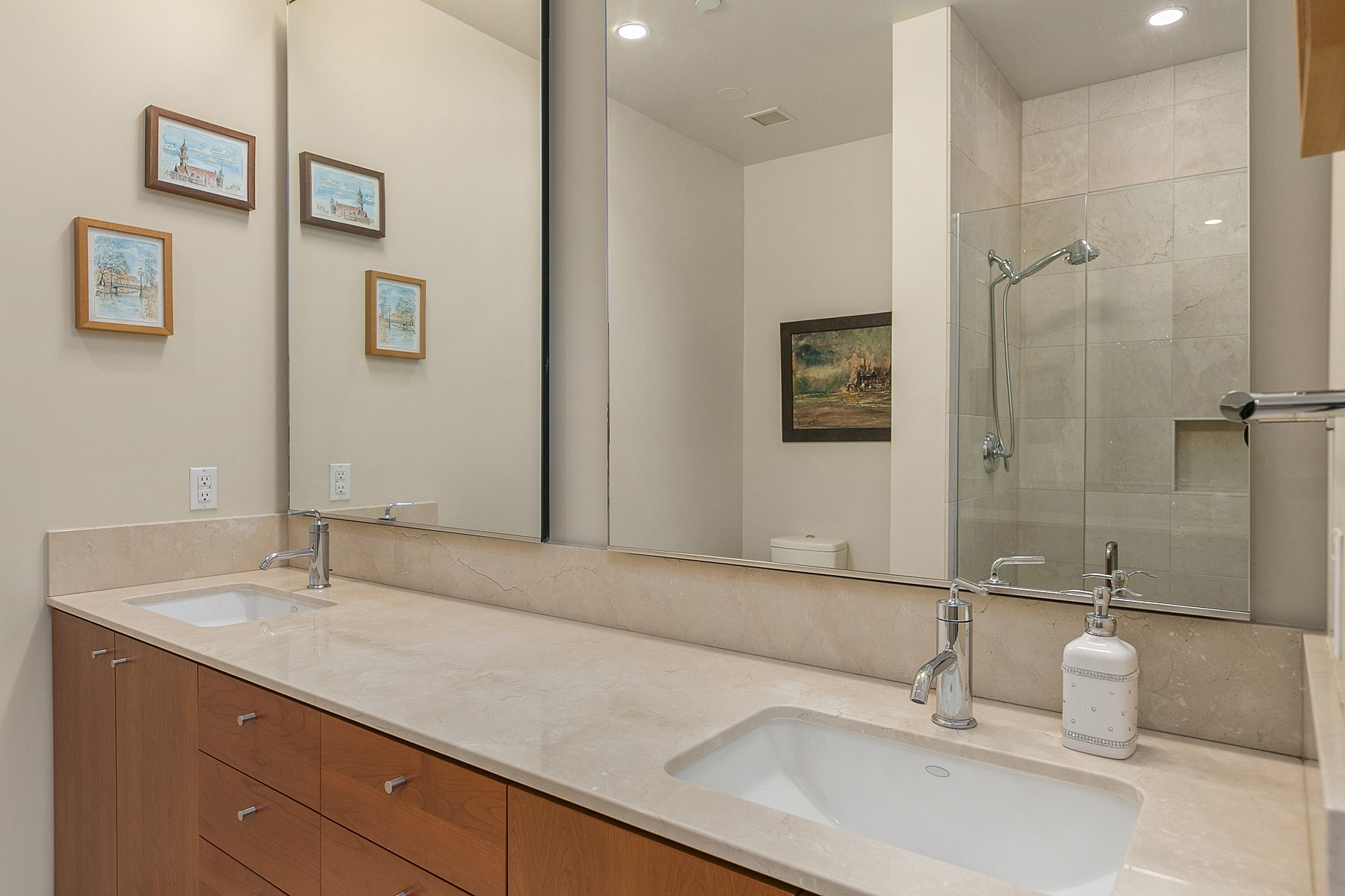 Additional photo for property listing at 909 5th Ave PH2, Seattle 909 5th Ave PH2 Seattle, Washington 98164 United States