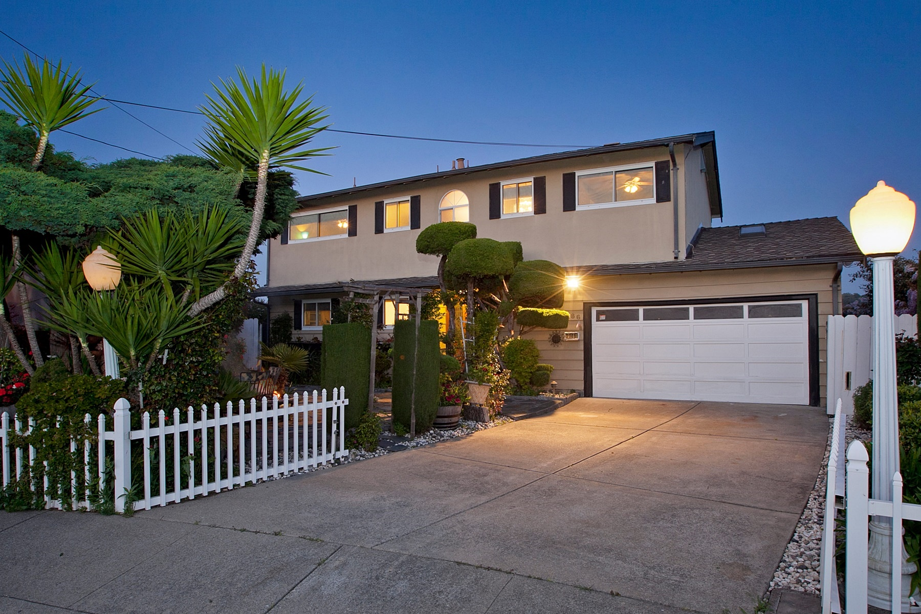 Casa Unifamiliar por un Venta en Spectacular Views Of The Bay 2086 Costa Court Pinole, California 94564 Estados Unidos