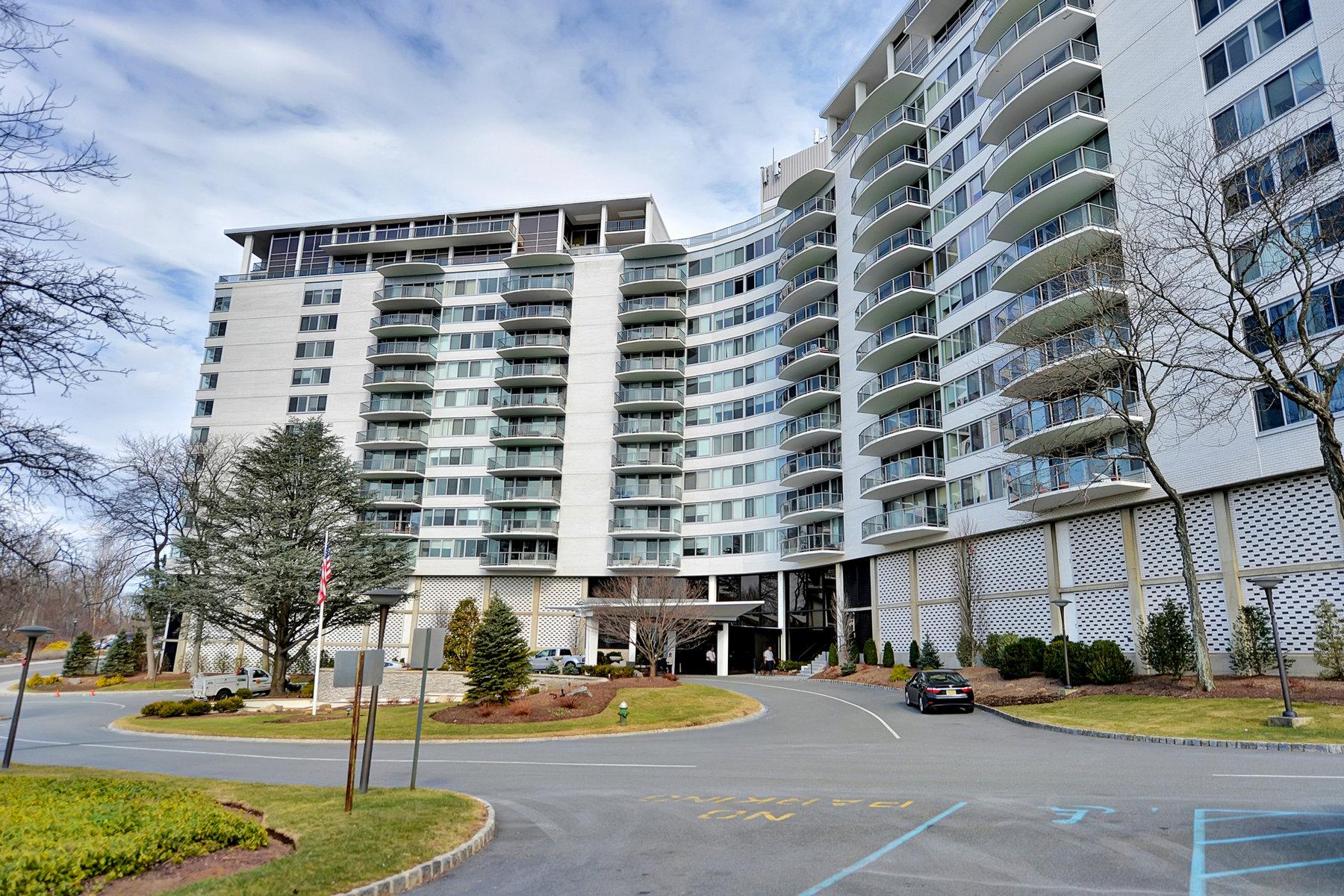 コンドミニアム のために 売買 アット Terrific West Facing Condominium 1 Claridge Drive #408, Verona, ニュージャージー, 07044 アメリカ合衆国