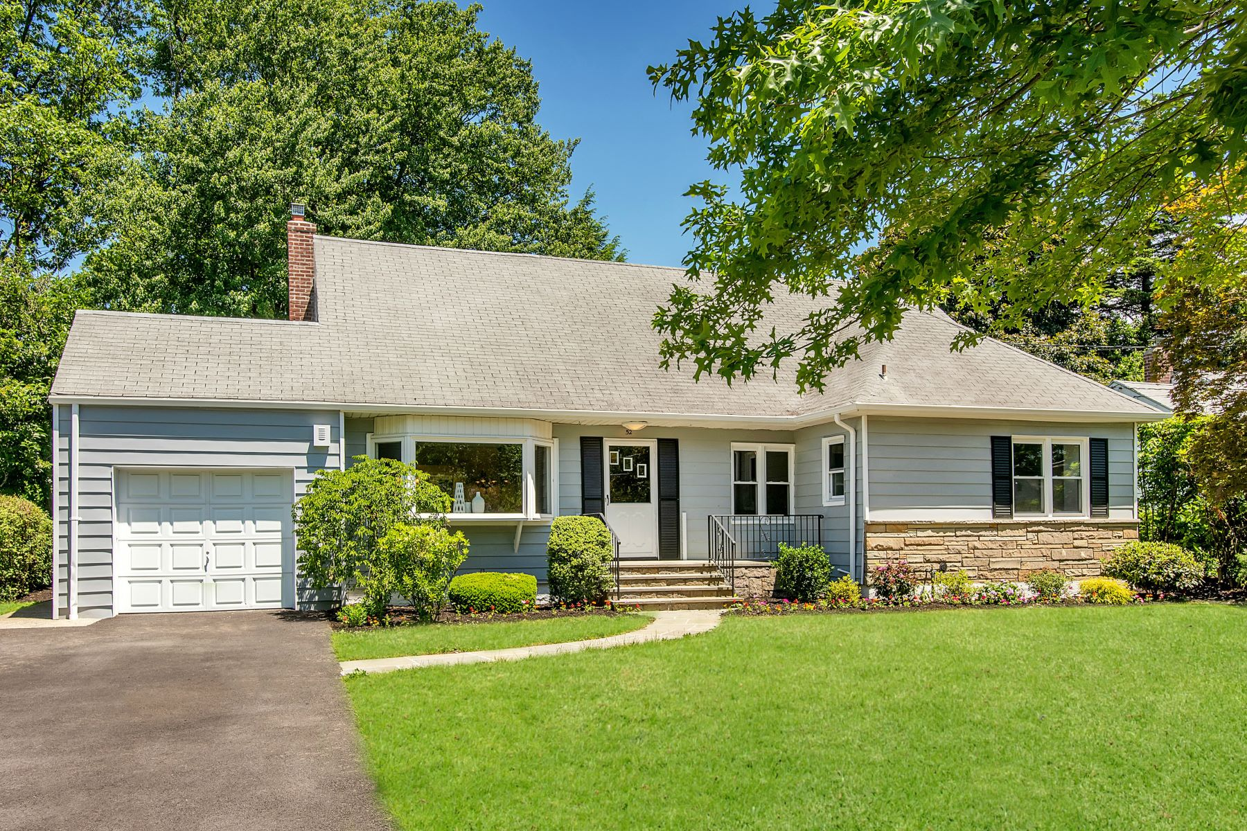 Single Family Homes for Sale at 52 Top O The Ridge Drive New Rochelle, New York 10583 United States