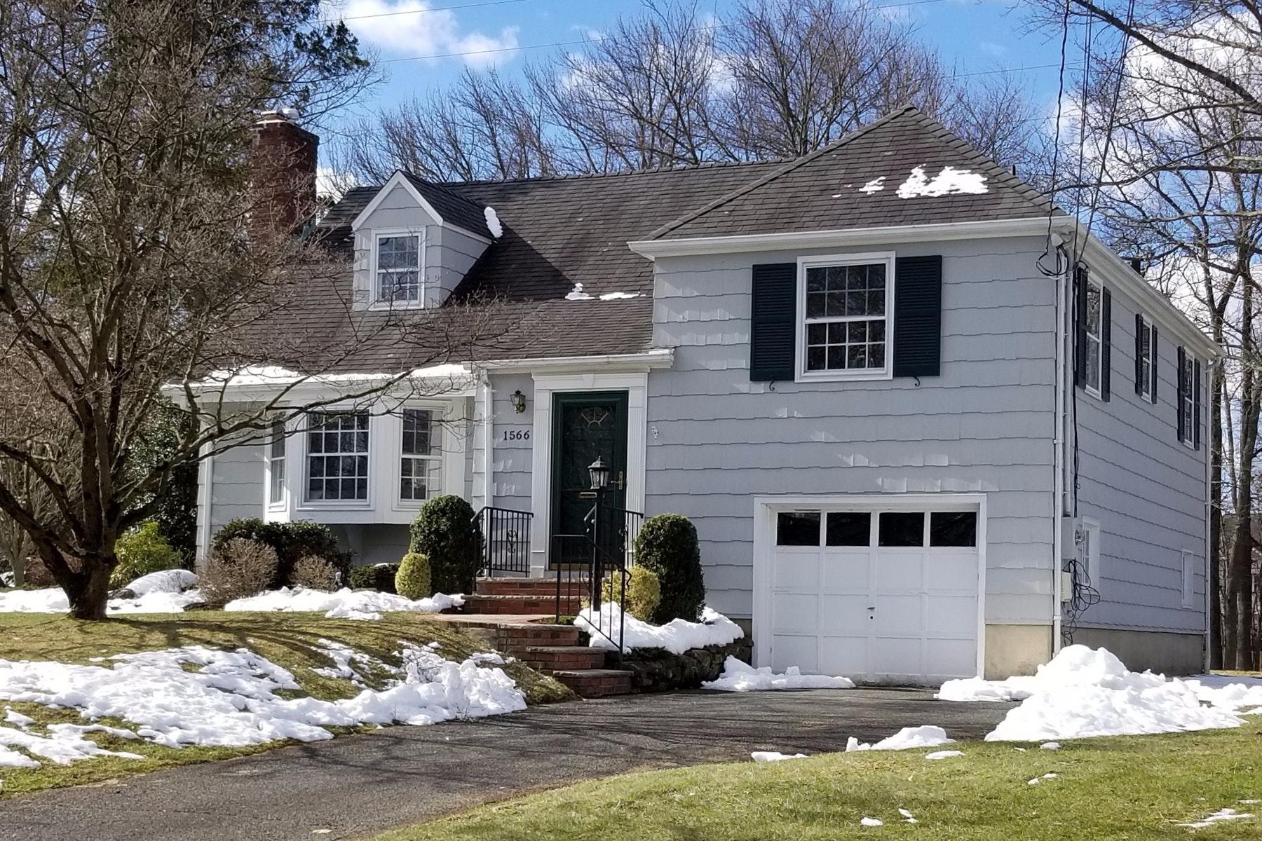 House for Sale at So Great to Come Home to! 1566 Ramapo Way Scotch Plains, New Jersey 07076 United States