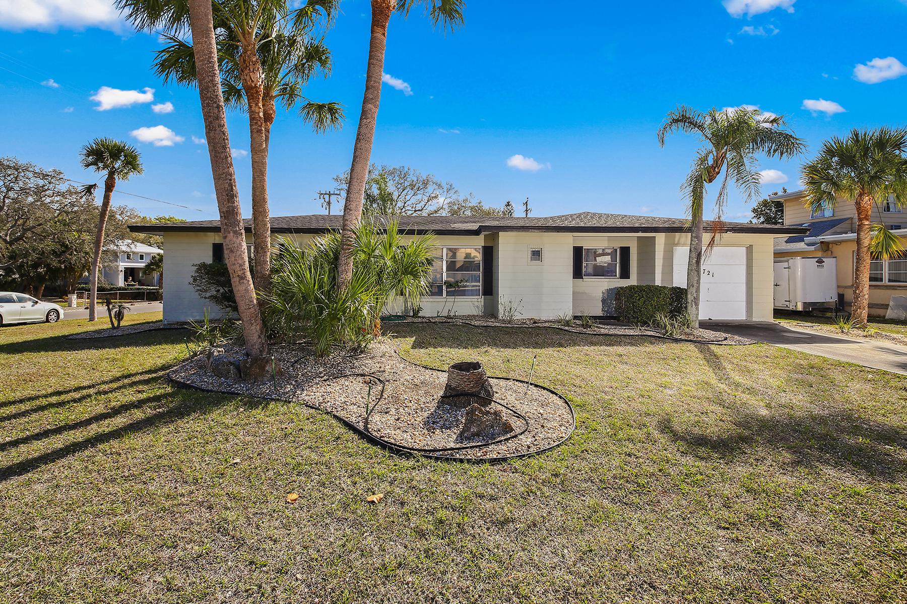 Single Family Homes für Verkauf beim VENICE ISLAND 721 Apalachicola Rd, Venedig, Florida 34285 Vereinigte Staaten