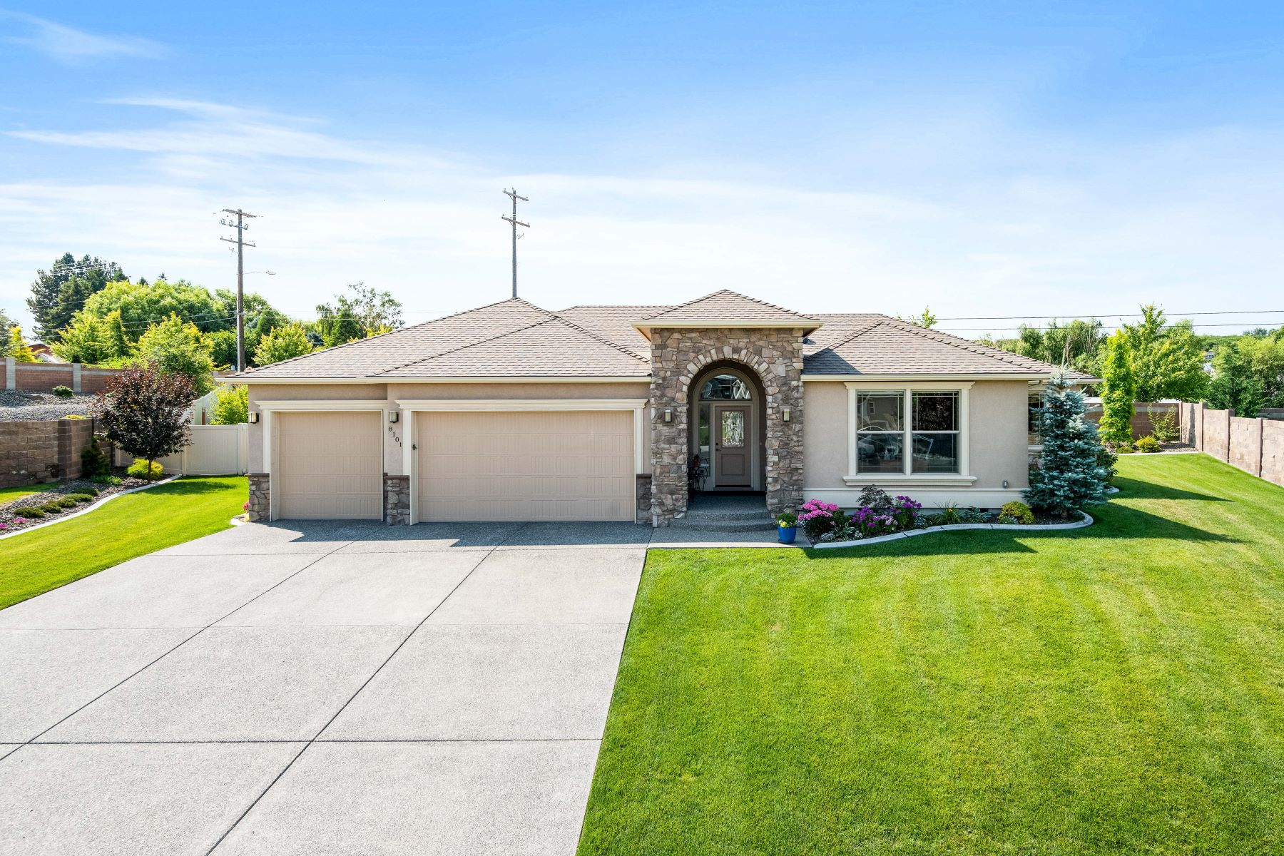 Single Family Homes por un Venta en Absolutely Gorgeous Inside & Out! 8101 W 9th Avenue Kennewick, Washington 99336 Estados Unidos