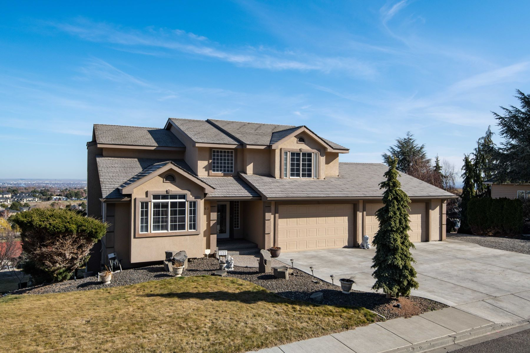 Single Family Homes for Sale at Panoramic View from the South Hill of Canyon Lakes! 3902 W 42nd Avenue Kennewick, Washington 99337 United States
