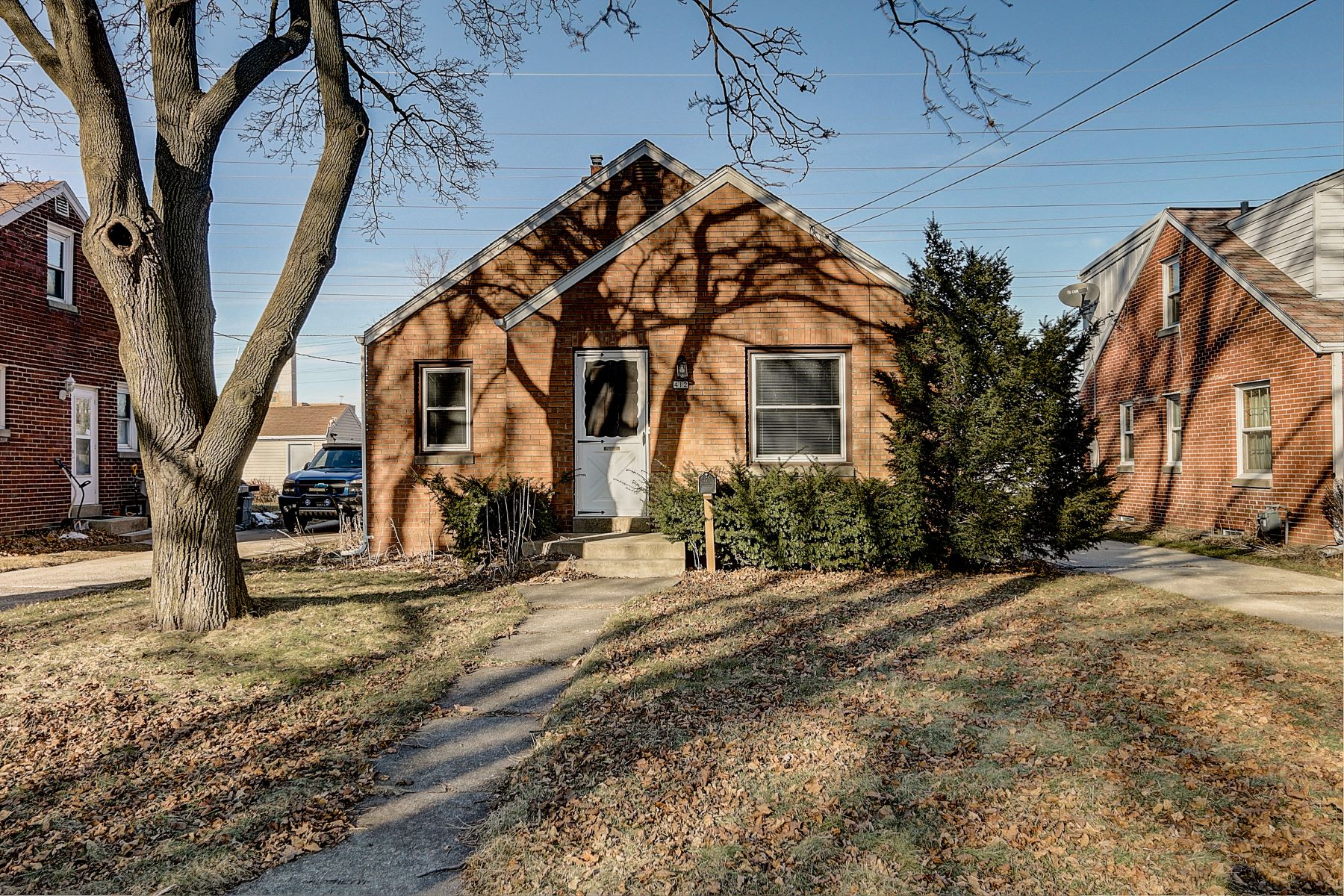 Single Family Homes for Active at 412 E. Waterford Ave. Milwaukee, Wisconsin 53207 United States