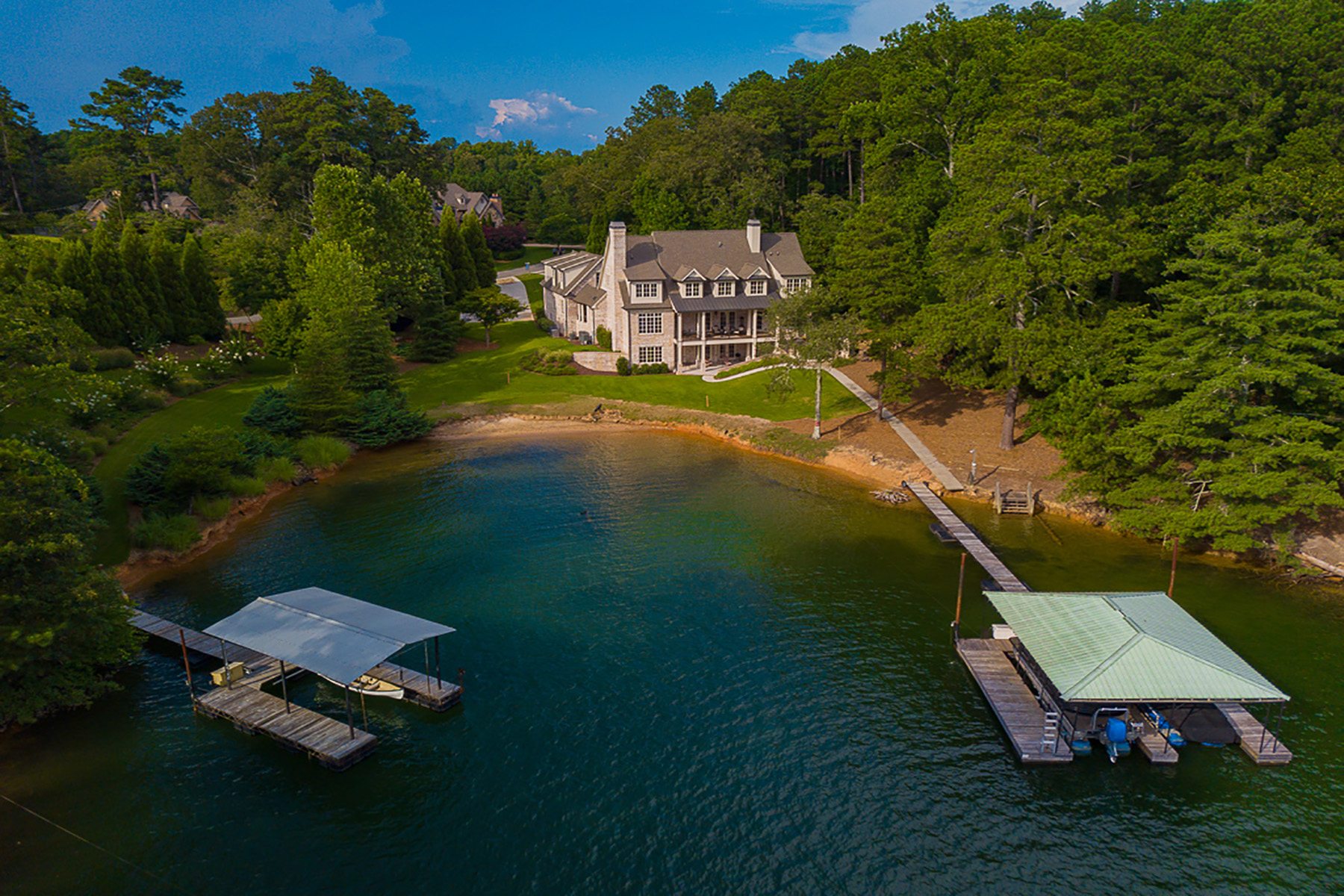 Single Family Homes por un Venta en Spectacular Lake Home On Lanier's South End 4763 Propes Drive, Oakwood, Georgia 30566 Estados Unidos