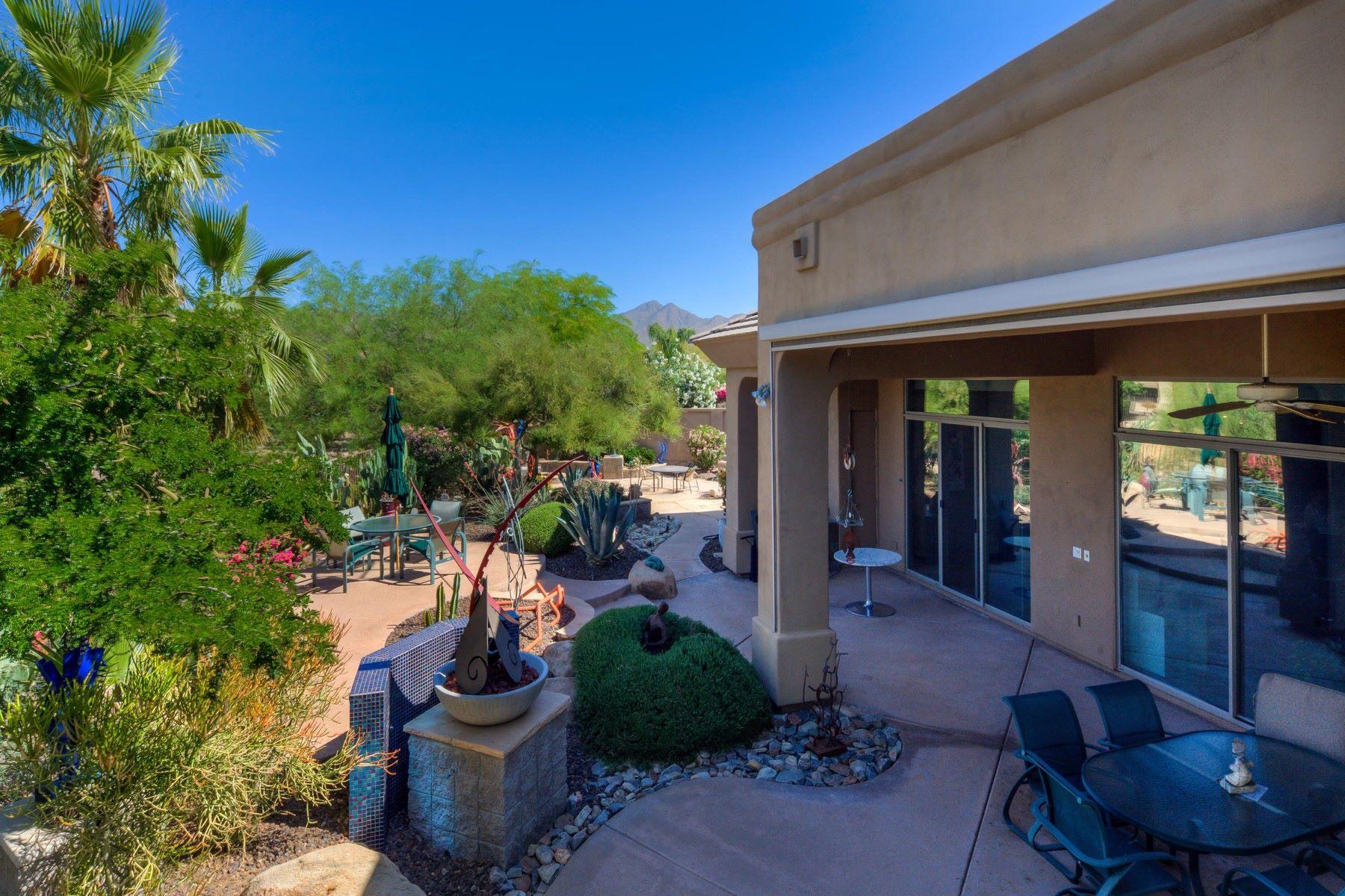 Casa para uma família para Venda às Great home nestled in the Regal at Stonegate 11640 E Arabian Park Dr Scottsdale, Arizona, 85259 Estados Unidos