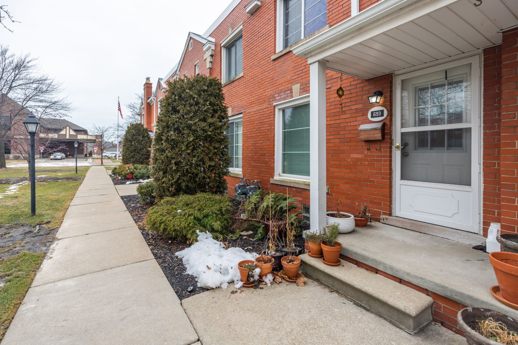 Condominiums for Sale at Grosse Pointe 693 Saint Clair Grosse Pointe, Michigan 48230 United States