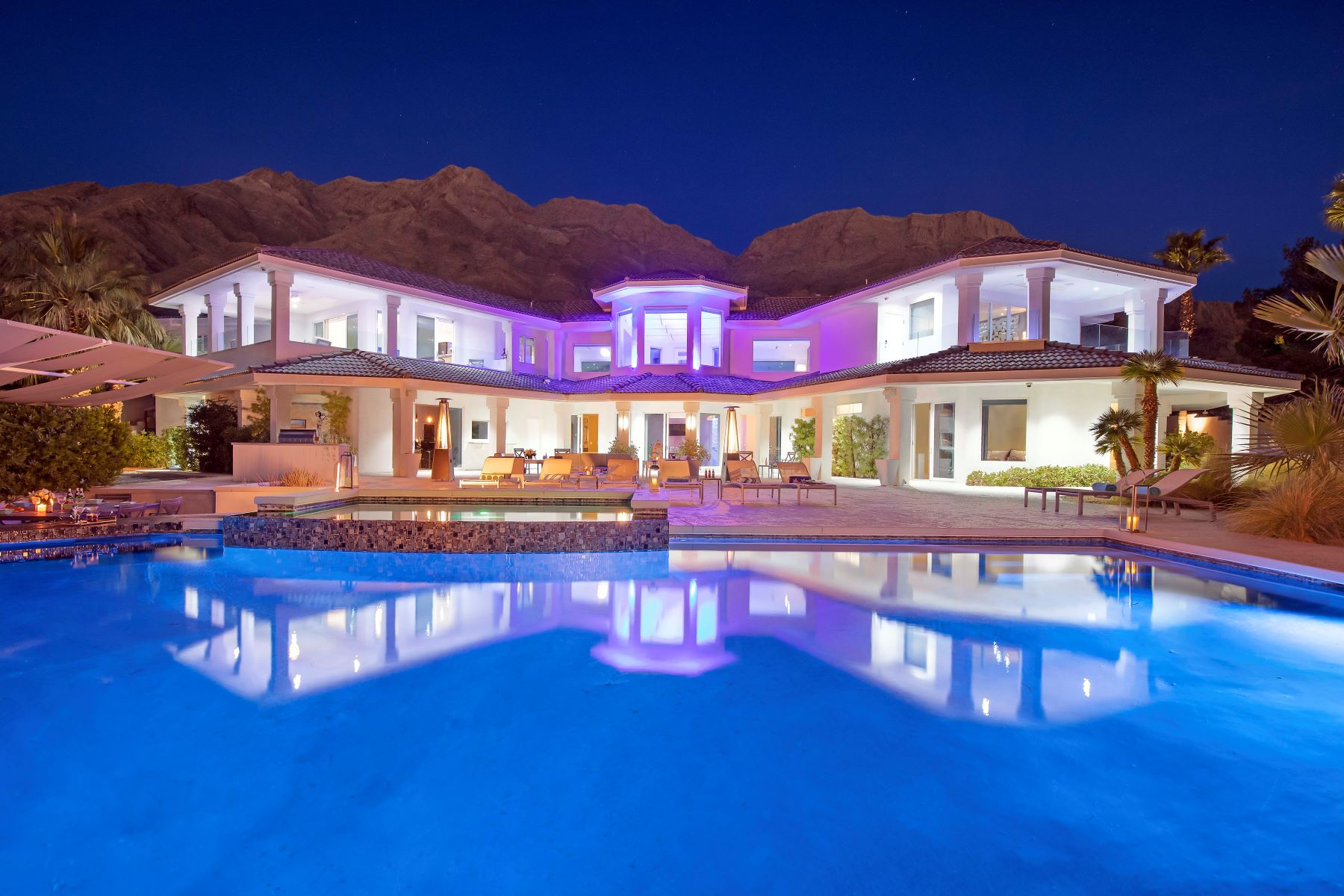 Casa Unifamiliar por un Venta en Sapphire Oasis in Las Vegas. Auction: Bid April 26-29. Currently $4.5M. 460 Probst Way Las Vegas, Nevada 89110 Estados Unidos