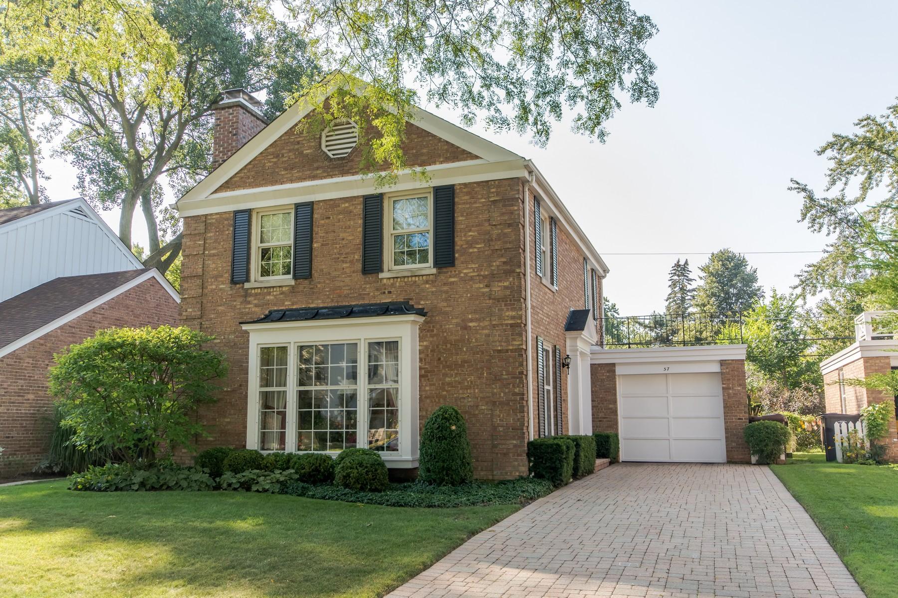 Villa per Vendita alle ore Gracious living in lovely brick colonial 57 Salem Lane, Evanston, Illinois, 60203 Stati Uniti