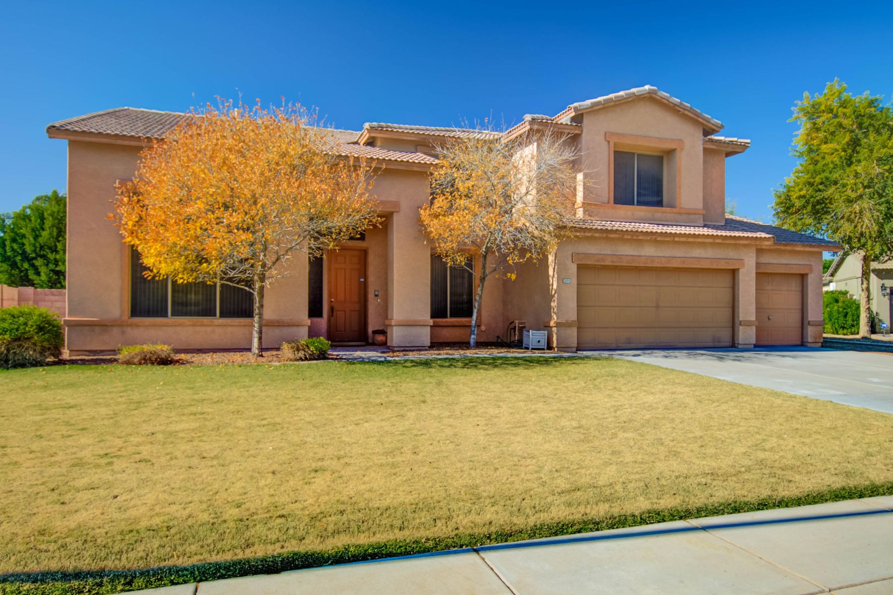 Single Family Home for Sale at Impeccable Unique Family Home 2044 S Stuart Ave, Gilbert, Arizona, 85295 United States