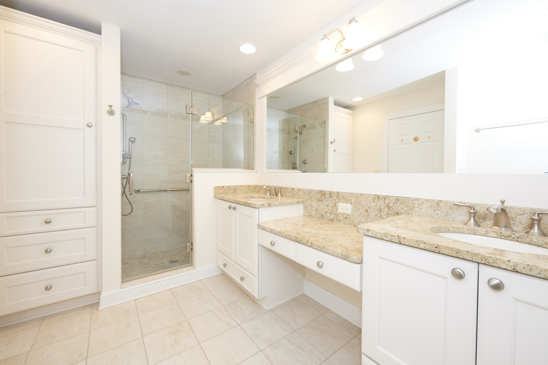 Additional photo for property listing at Alderbrook York 238 Whispering Woods Ct, 小银镇, 新泽西州 07739 美国