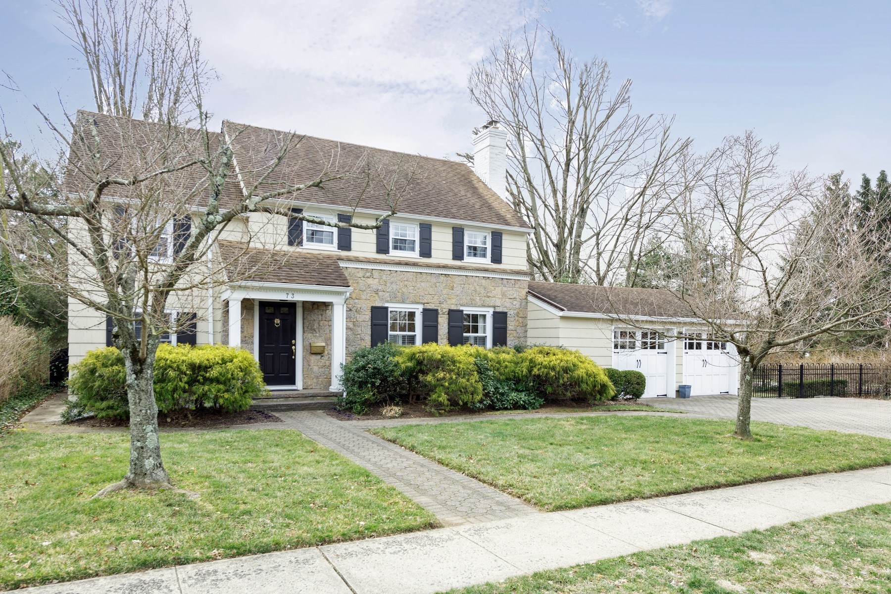 Single Family Homes 为 销售 在 A Modern Classic 73 Pinckney Rd, 雷德班克, 新泽西州 07701 美国