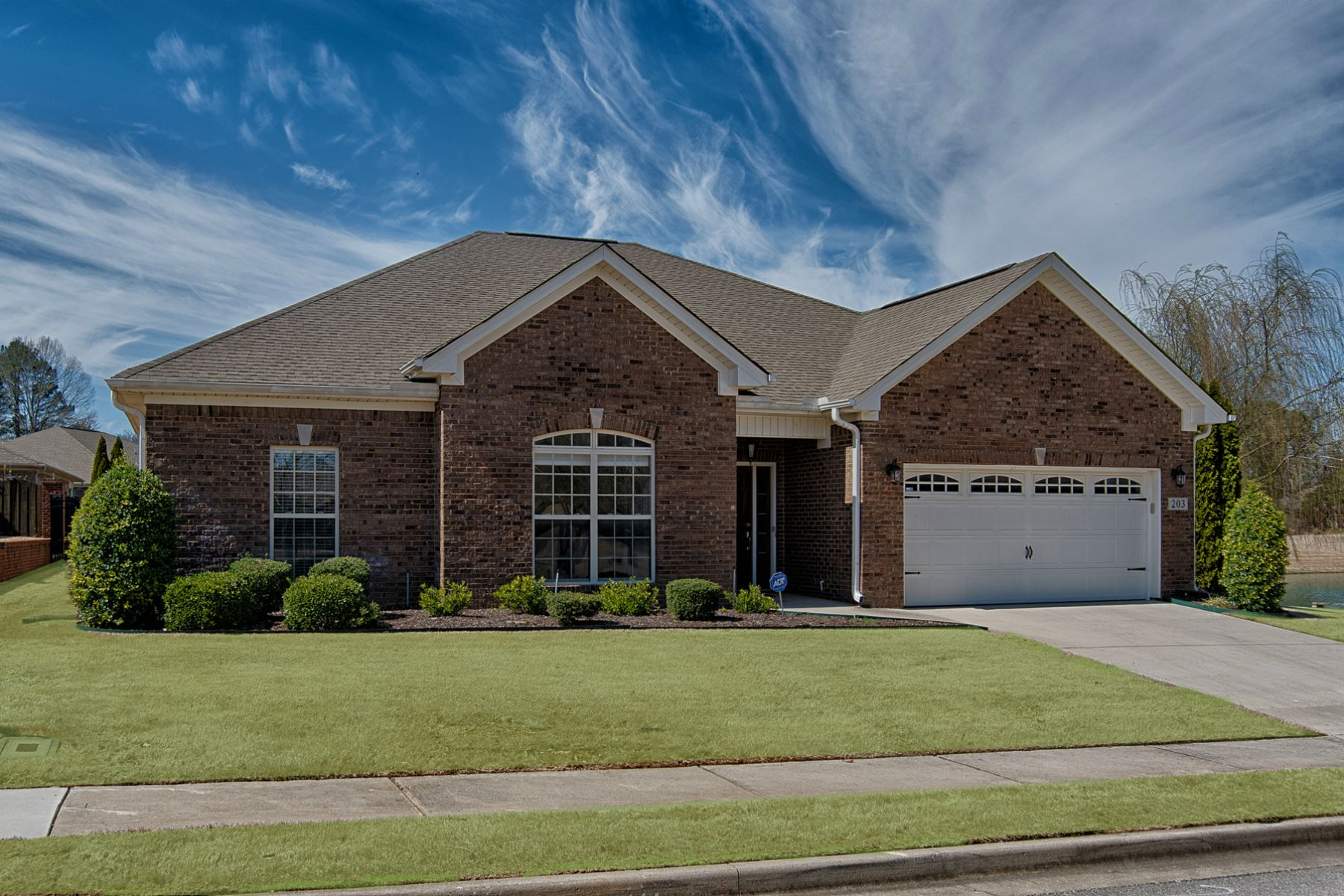 Single Family Homes 为 销售 在 203 Larkhill Lane Madison, 阿拉巴马州 35757 美国