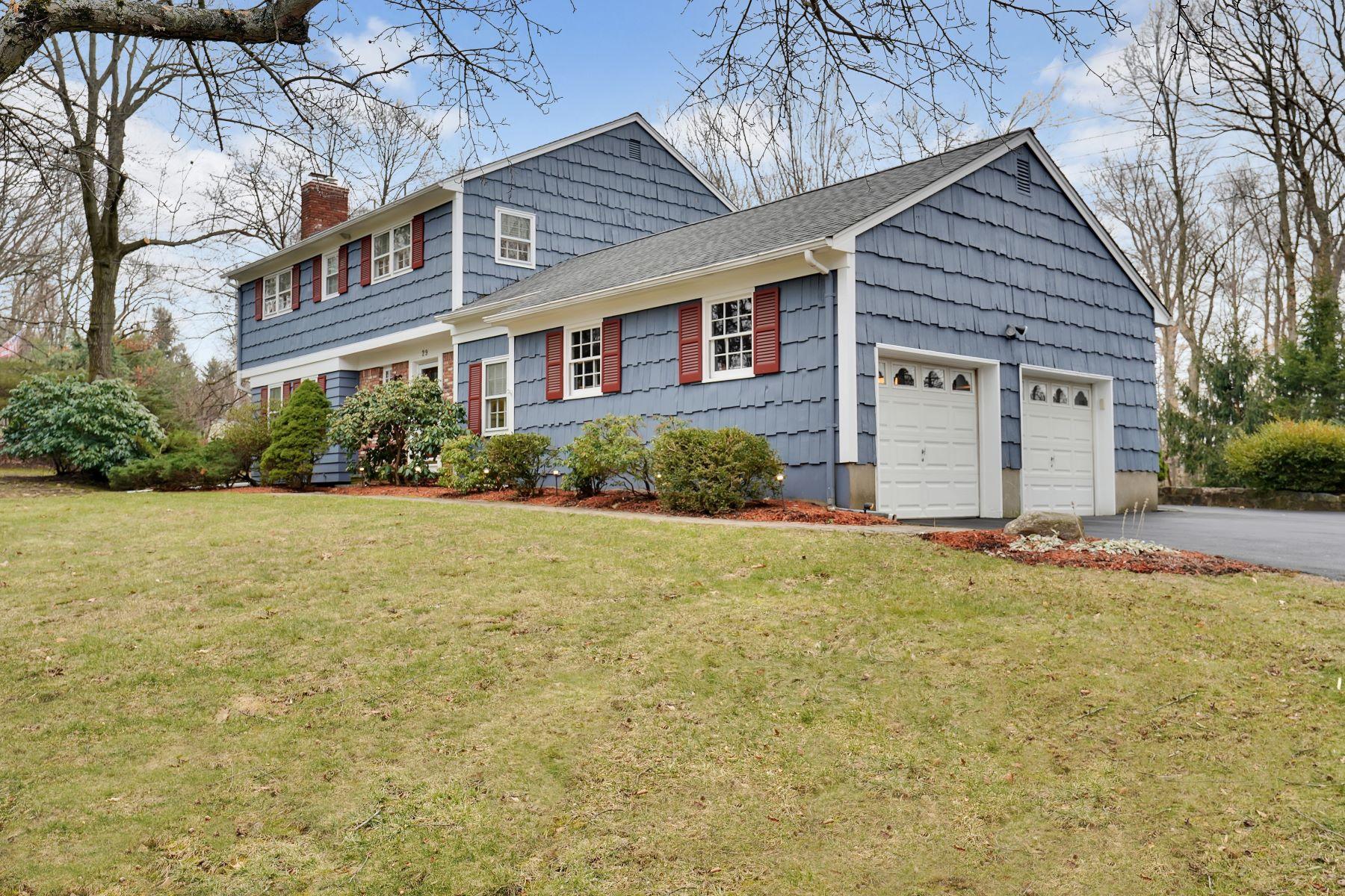 Single Family Homes pour l Vente à Sun Drenched Colonial 29 Beech Drive, Morris Plains, New Jersey 07950 États-Unis