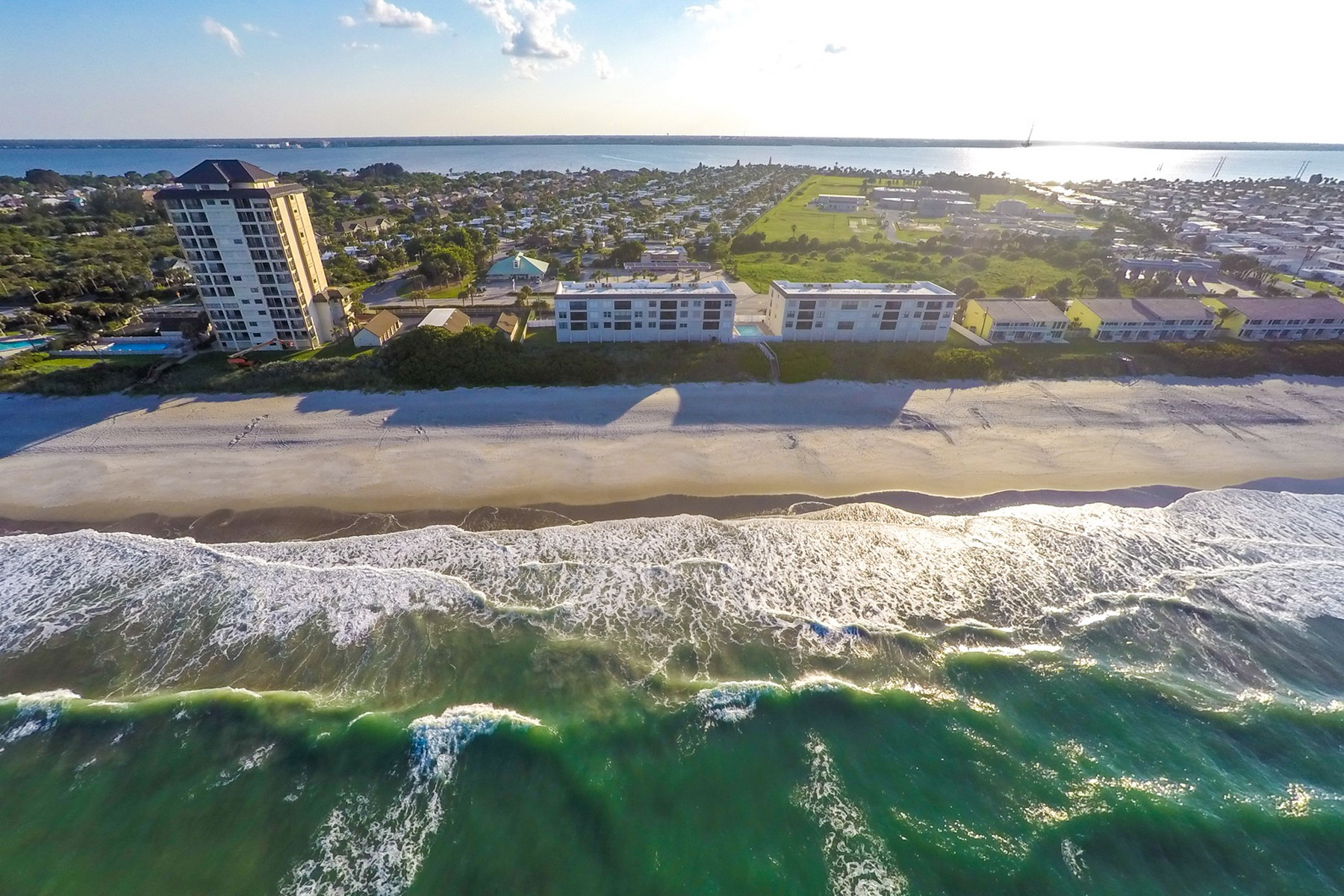 Additional photo for property listing at Top Floor End Unit Along Pristine Melbourne Beach 2975 S Highway A1A Unit 131 Melbourne Beach, Florida 32951 United States