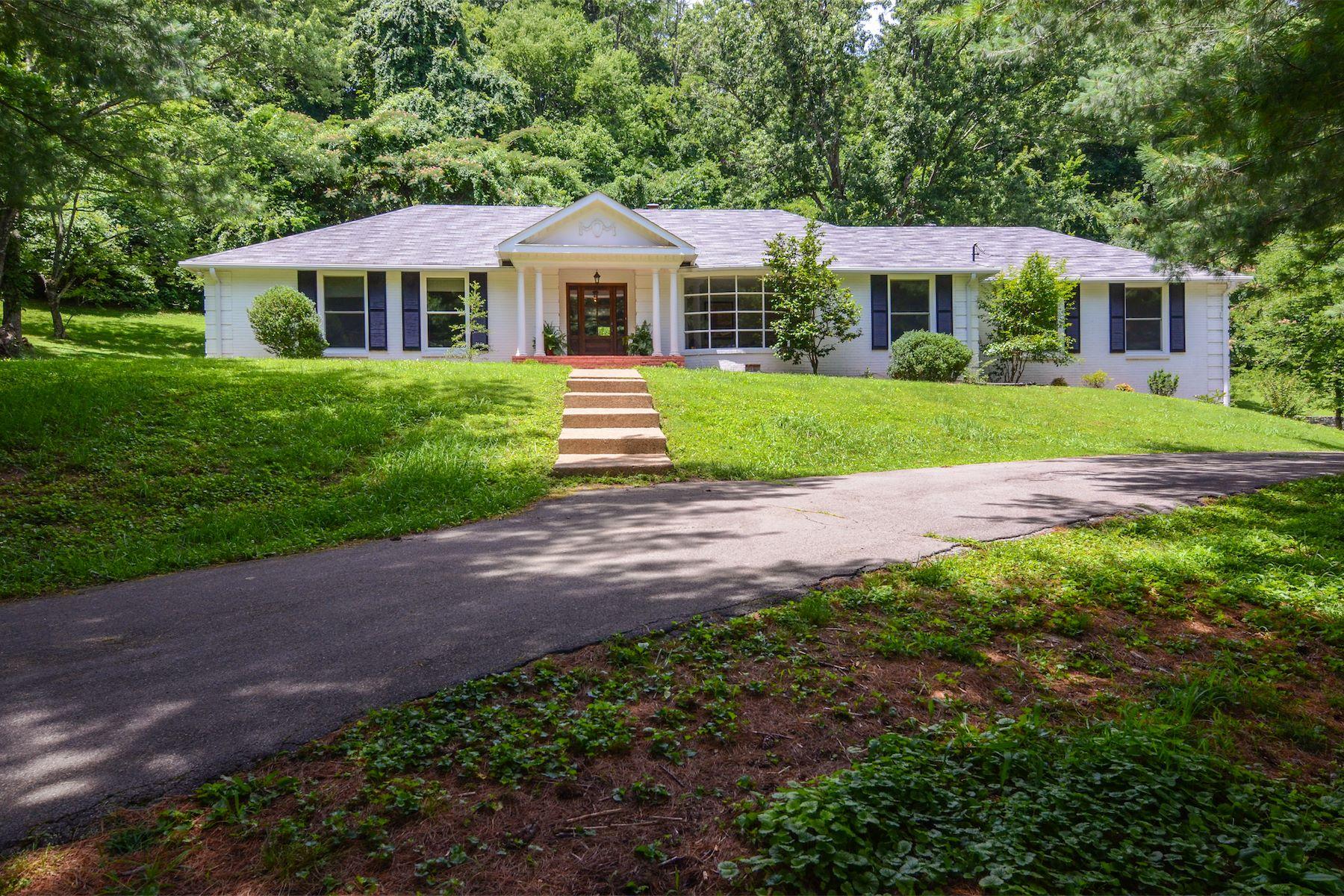 Einfamilienhaus für Verkauf beim Completely Renovated Ranch Home 6690 Clearbrook Drive Nashville, Tennessee, 37205 Vereinigte Staaten