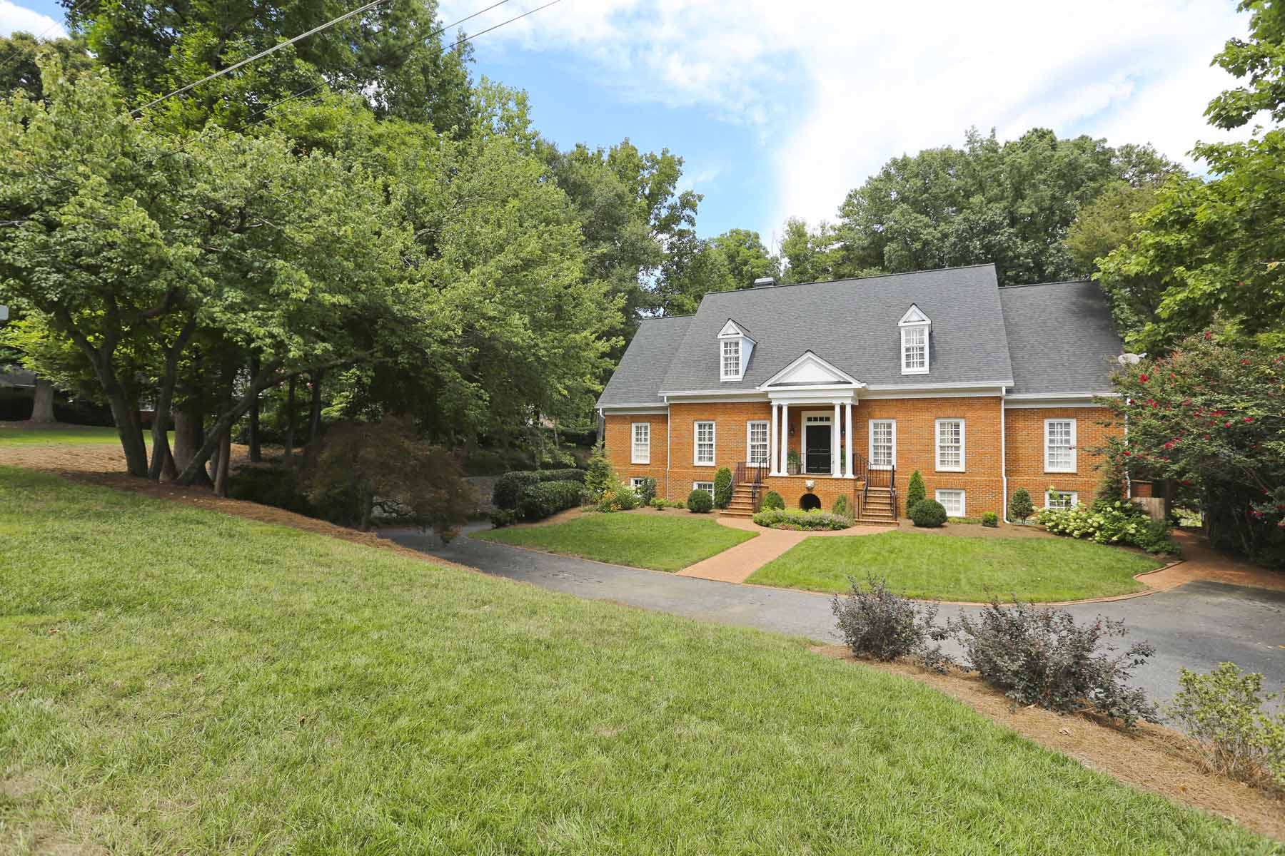 단독 가정 주택 용 매매 에 Exceptional Vinings Masterpiece 4345 Brookview Dr Atlanta, 조지아 30339 미국