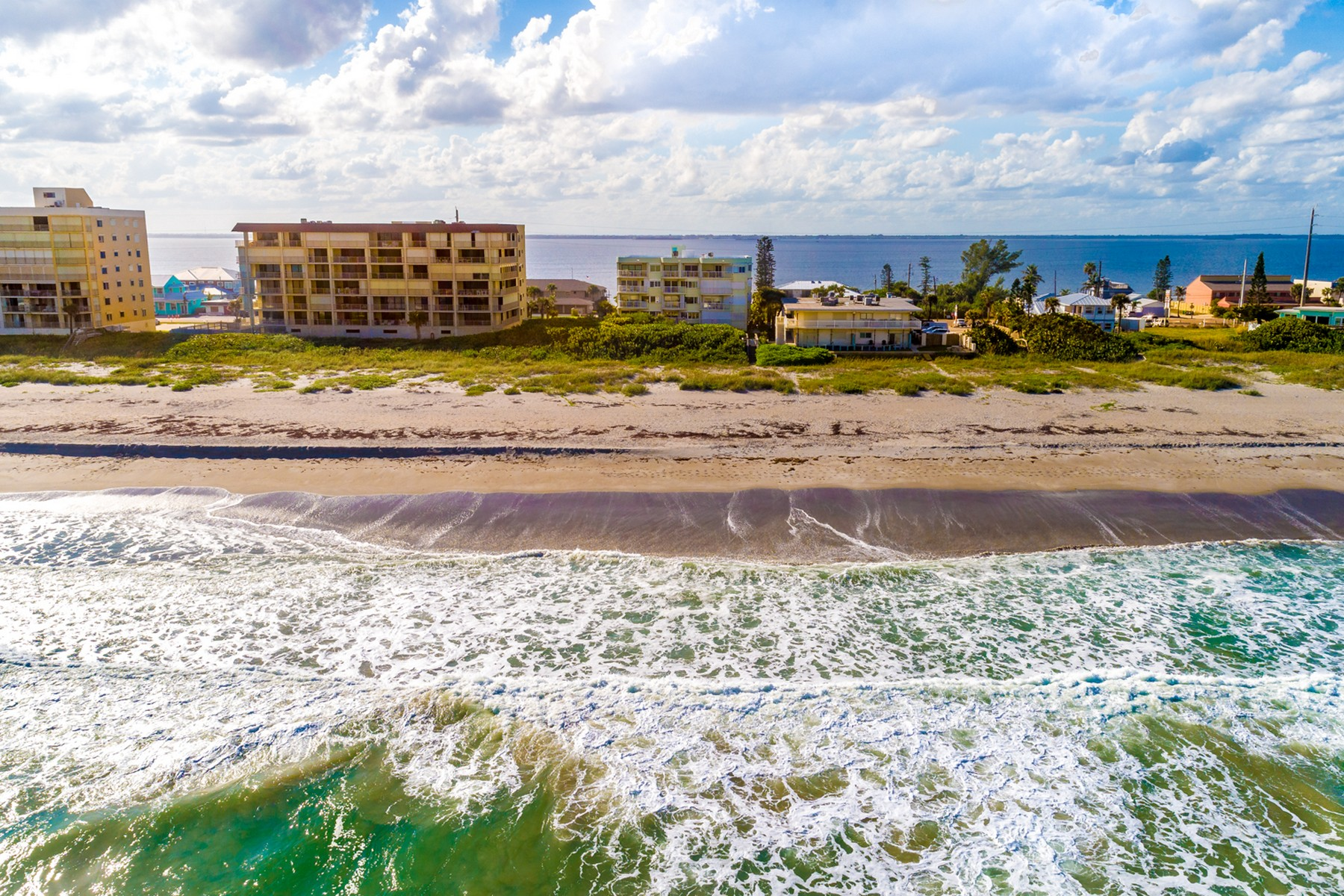 Additional photo for property listing at Casa Playa 3031 South Atlantic Avenue #202 Cocoa Beach, Florida 32931 United States
