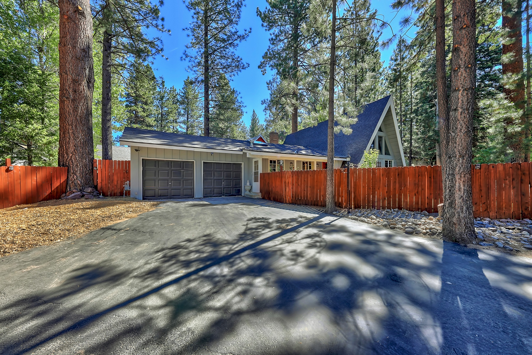 Additional photo for property listing at 731 Tahoe Keys Blvd, South Lake Tahoe, CA 96150 731 Tahoe Keys Blvd South Lake Tahoe, California 96150 United States