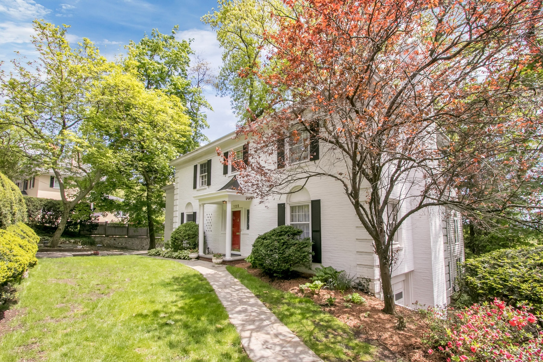 Single Family Homes for Sale at Charming Colonial 125 Crest Road Ridgewood, New Jersey 07450 United States