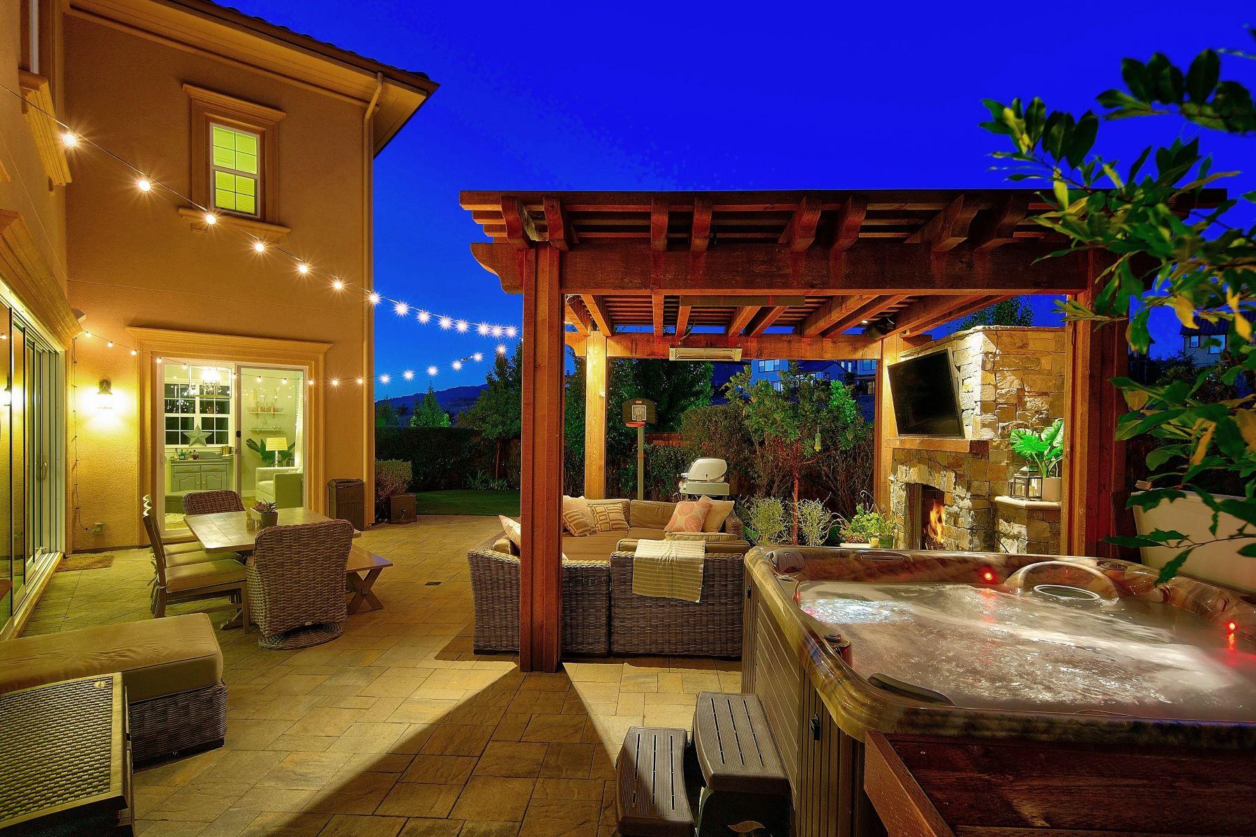 Single Family Homes para Venda às Entertainer's Dream Home 3036 Gritstone Street, Danville, Califórnia 94506 Estados Unidos