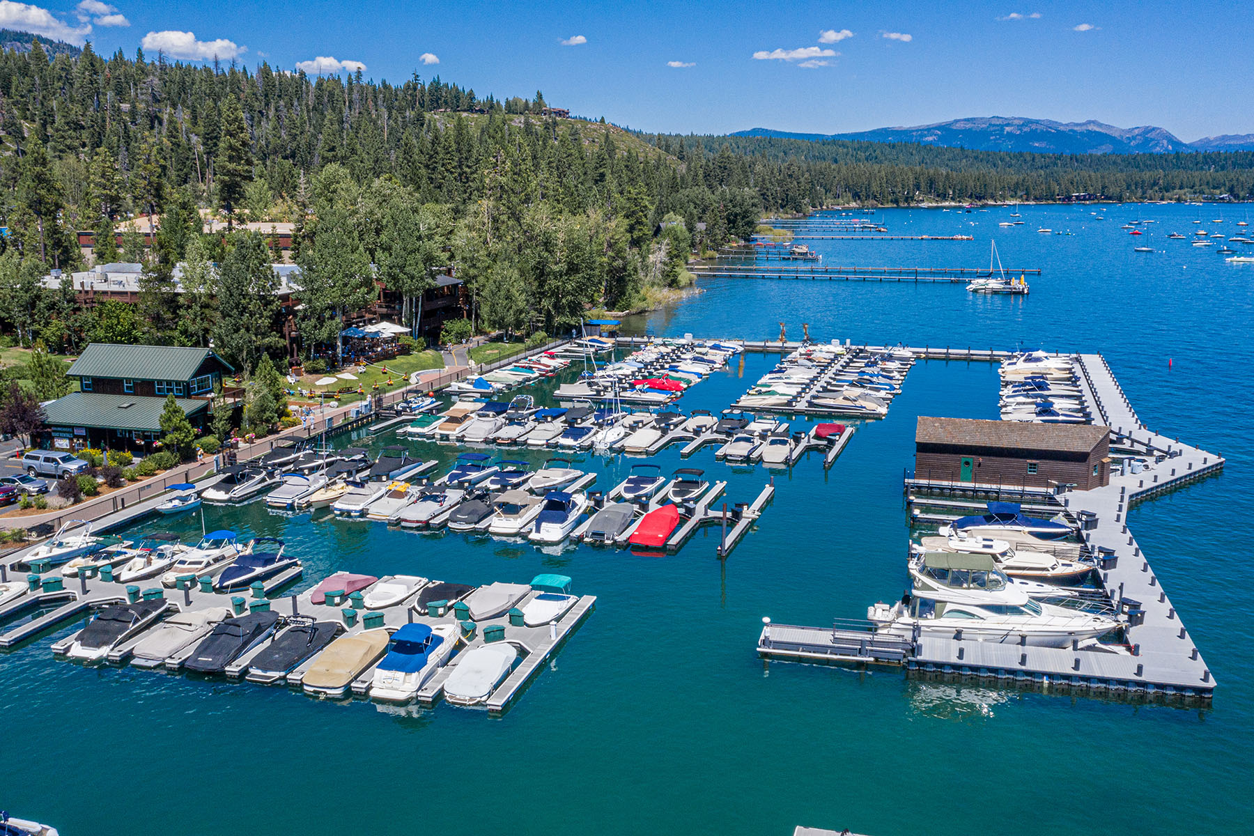 Additional photo for property listing at 700 N Lake Blvd #D-14, Tahoe City, CA 96145 700 N Lake Blvd #D-14 Tahoe City, California 96150 United States