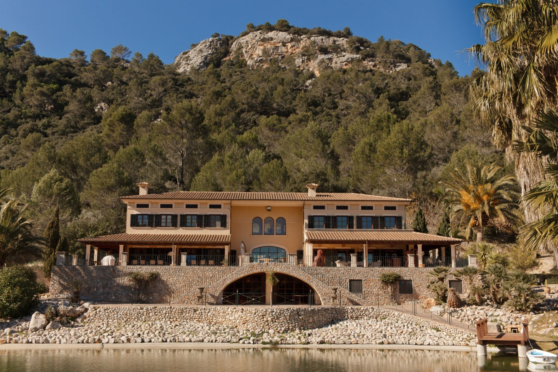 Apartamentos multi-familiares para Venda às Unique and luxurious mansion in the mountains Esporles, Palma De Maiorca, 07190 Espanha