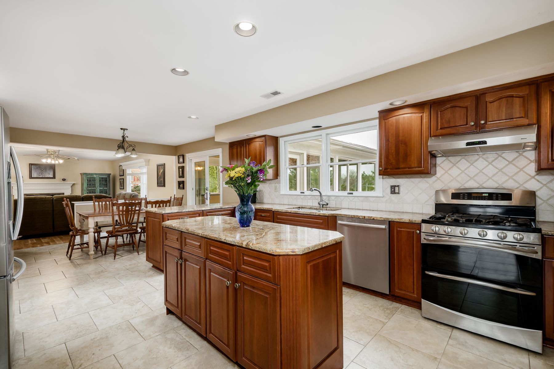 Additional photo for property listing at Handsome Warmth in Windsor Hunt 2 Beardsly Court, West Windsor, New Jersey 08550 United States