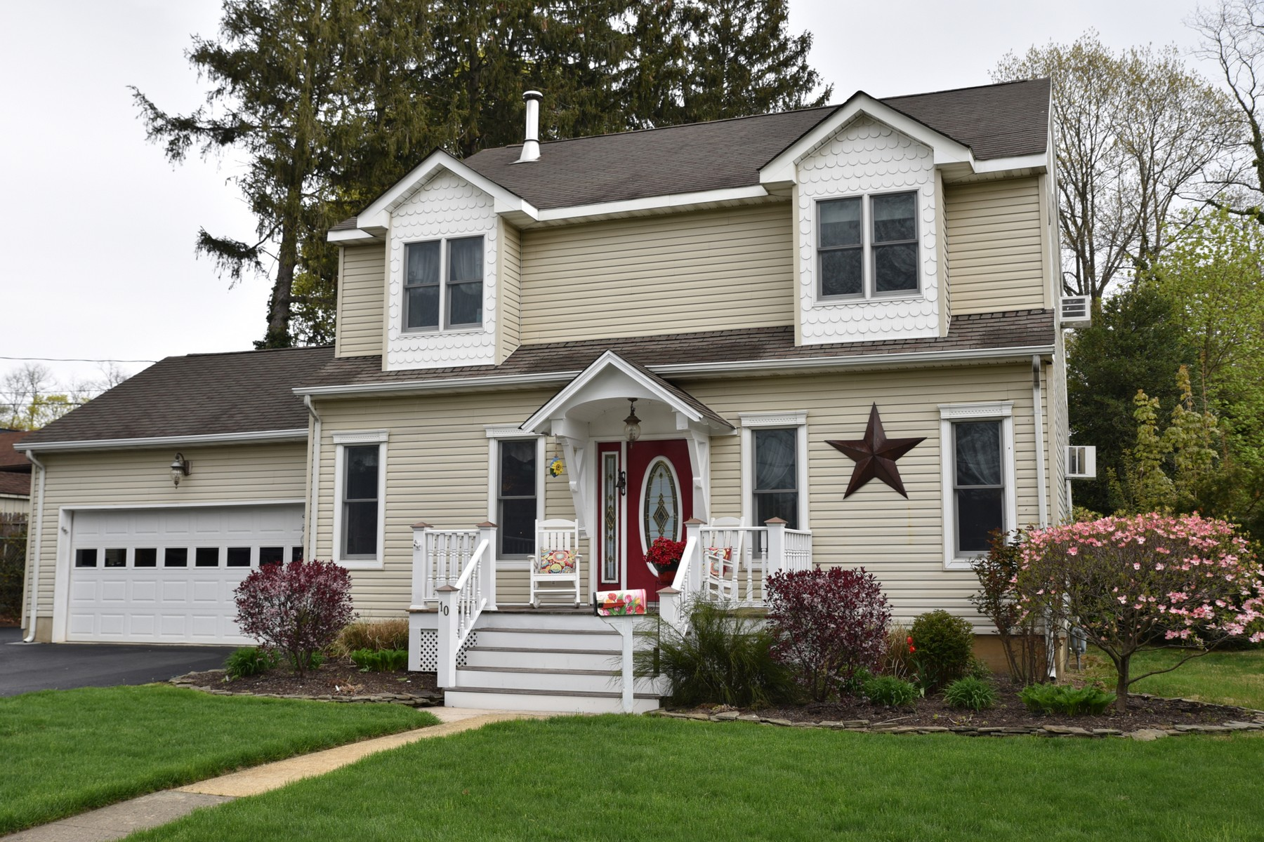 Single Family Home for Sale at Exception to the Usual 10 Walnut Avenue Red Bank, New Jersey, 07701 United States
