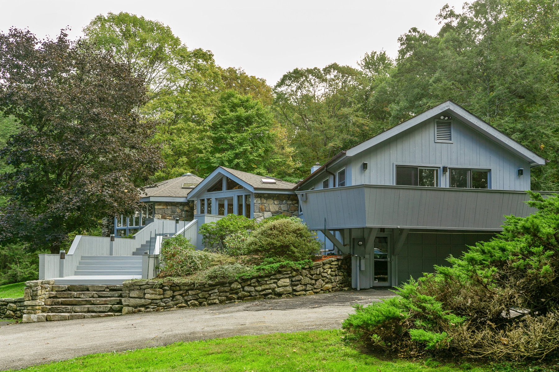 Single Family Home for Sale at Hobby Hill 124 Mianus River Road Bedford, New York 10506 United States