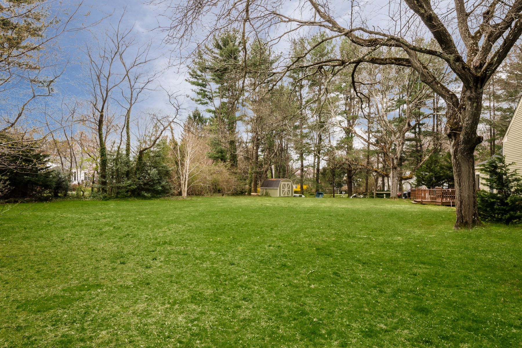 Additional photo for property listing at Quintessential Thompson Colonial in Historic Cranbury 15 Wynnewood Drive, Cranbury, New Jersey 08512 United States