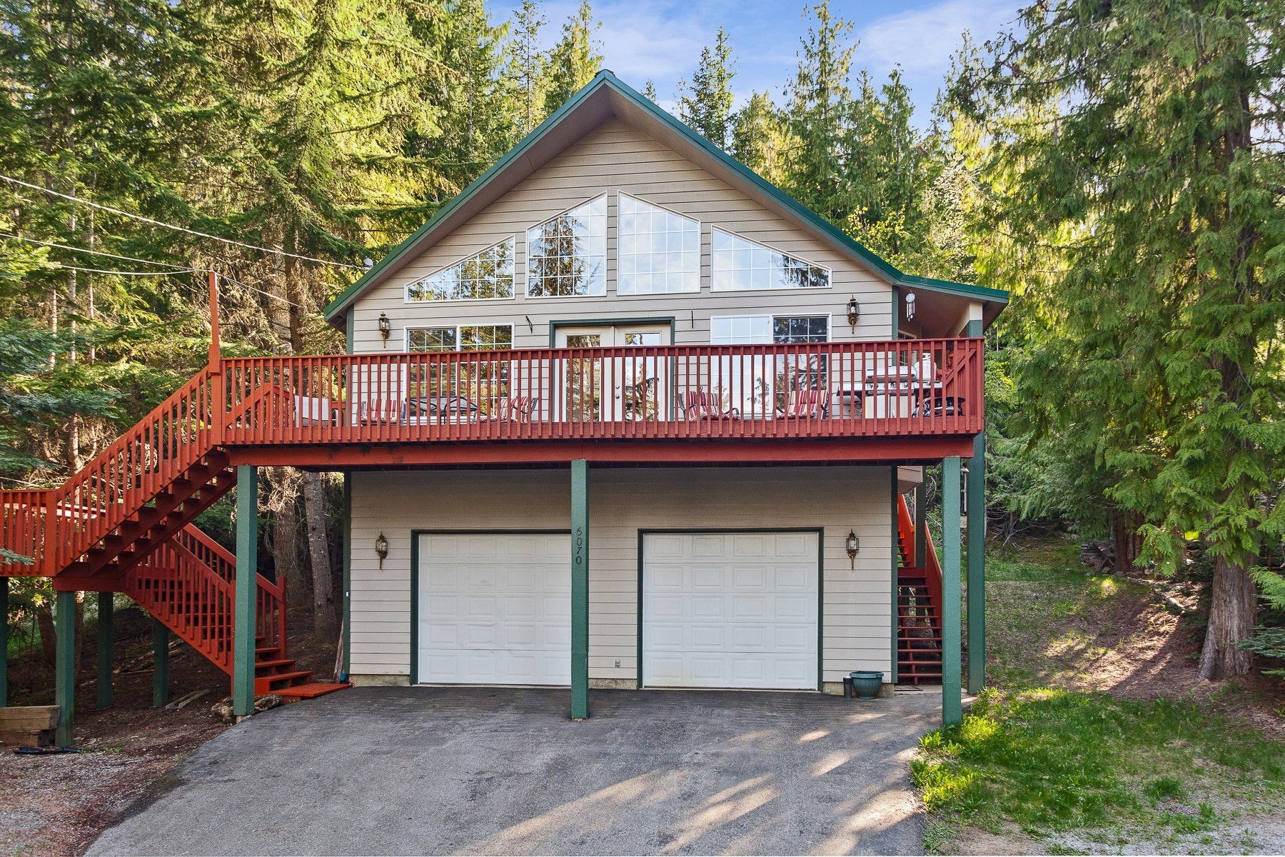 Single Family Homes のために 売買 アット Welcome To Your Cabin In the Woods! 6070 E. Hayden Lake Road, Hayden, アイダホ 83835 アメリカ