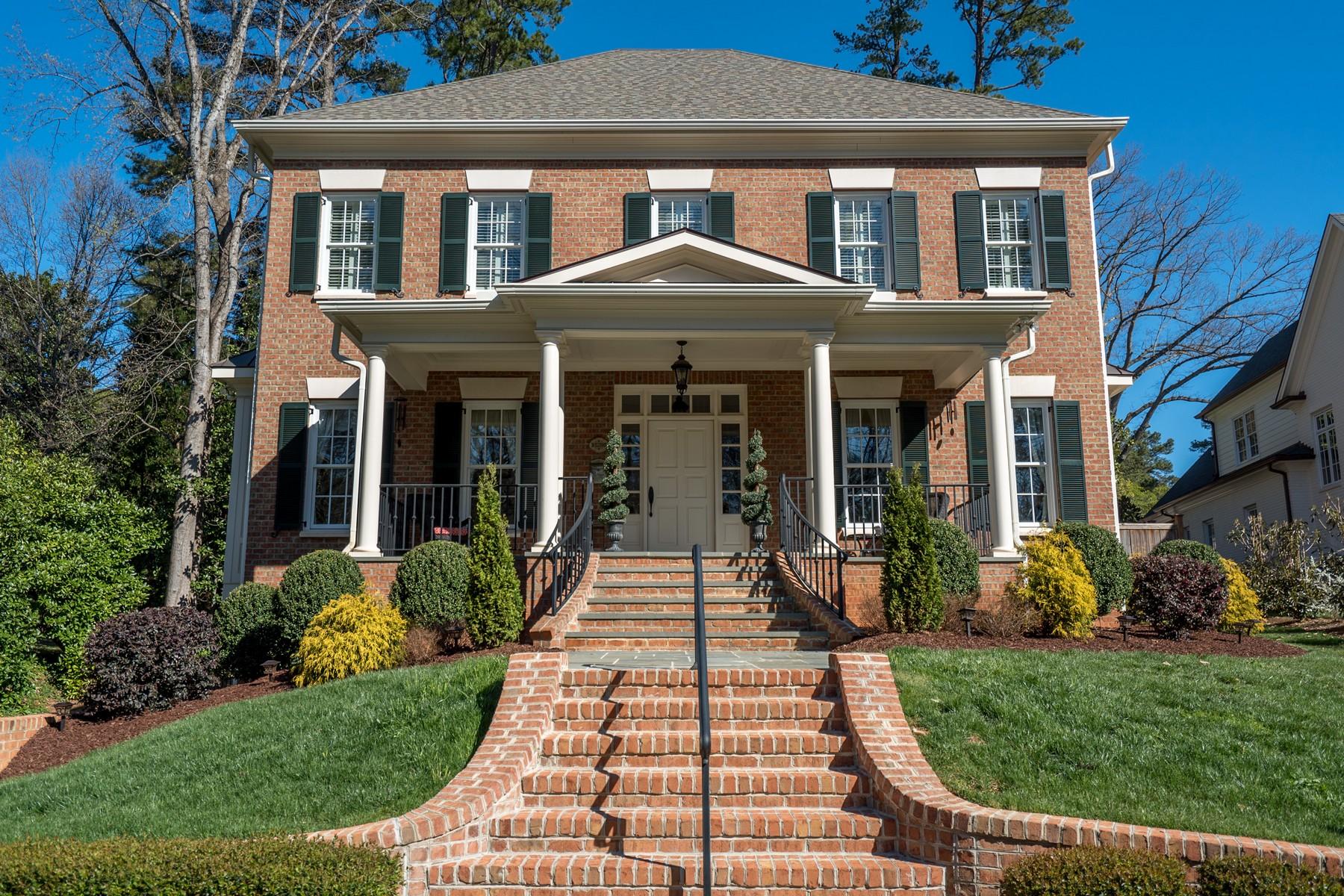 Casa Unifamiliar por un Venta en Country Club Hills Masterpiece 123 Pasquotank Drive Raleigh, Carolina Del Norte, 27609 Estados UnidosEn/Alrededor: Cary, Chapel Hill, Durham